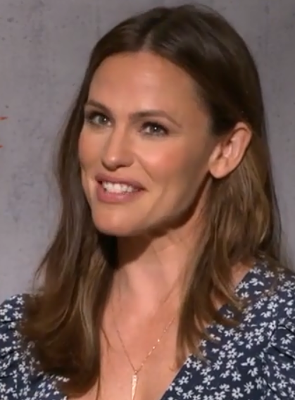 """The 48-year old daughter of father William John """"Bill"""" Garner and mother Patricia Ann Garner Jennifer Garner in 2021 photo. Jennifer Garner earned a  million dollar salary - leaving the net worth at 40 million in 2021"""