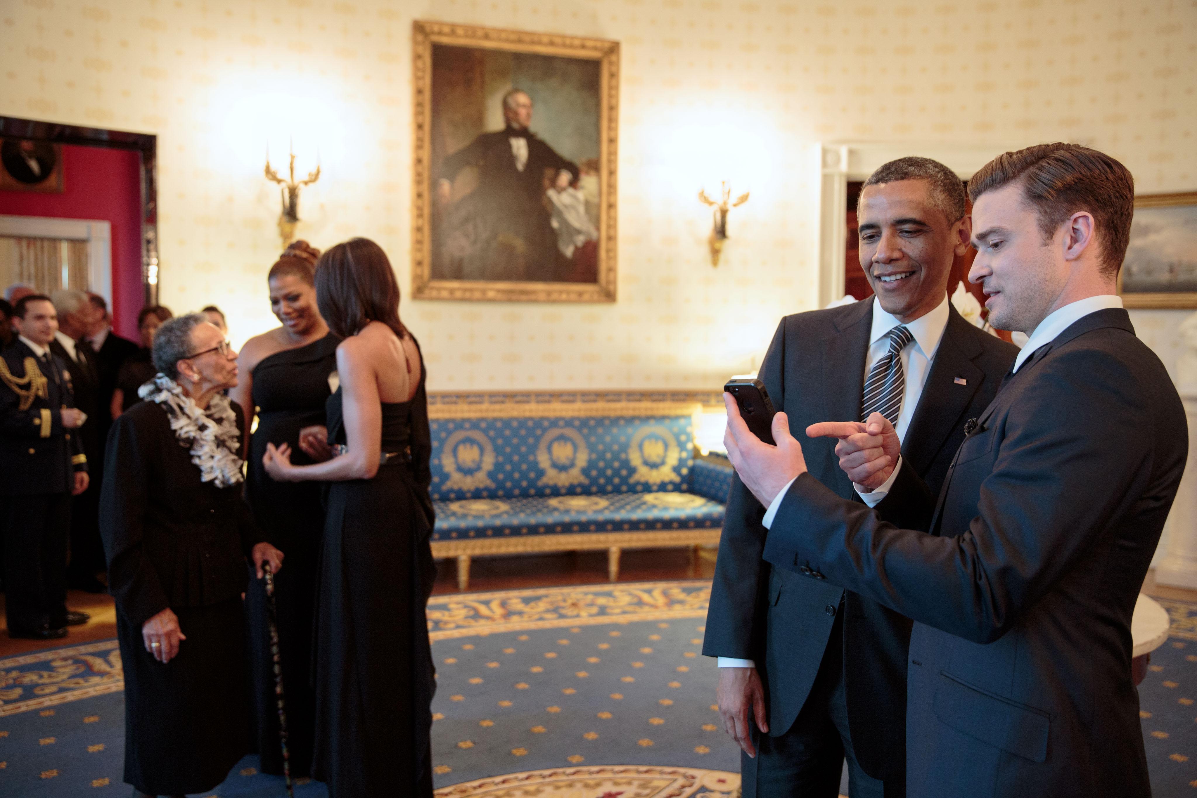 File Justin Timberlake And Barack Obama At The White House Jpg Wikimedia Commons