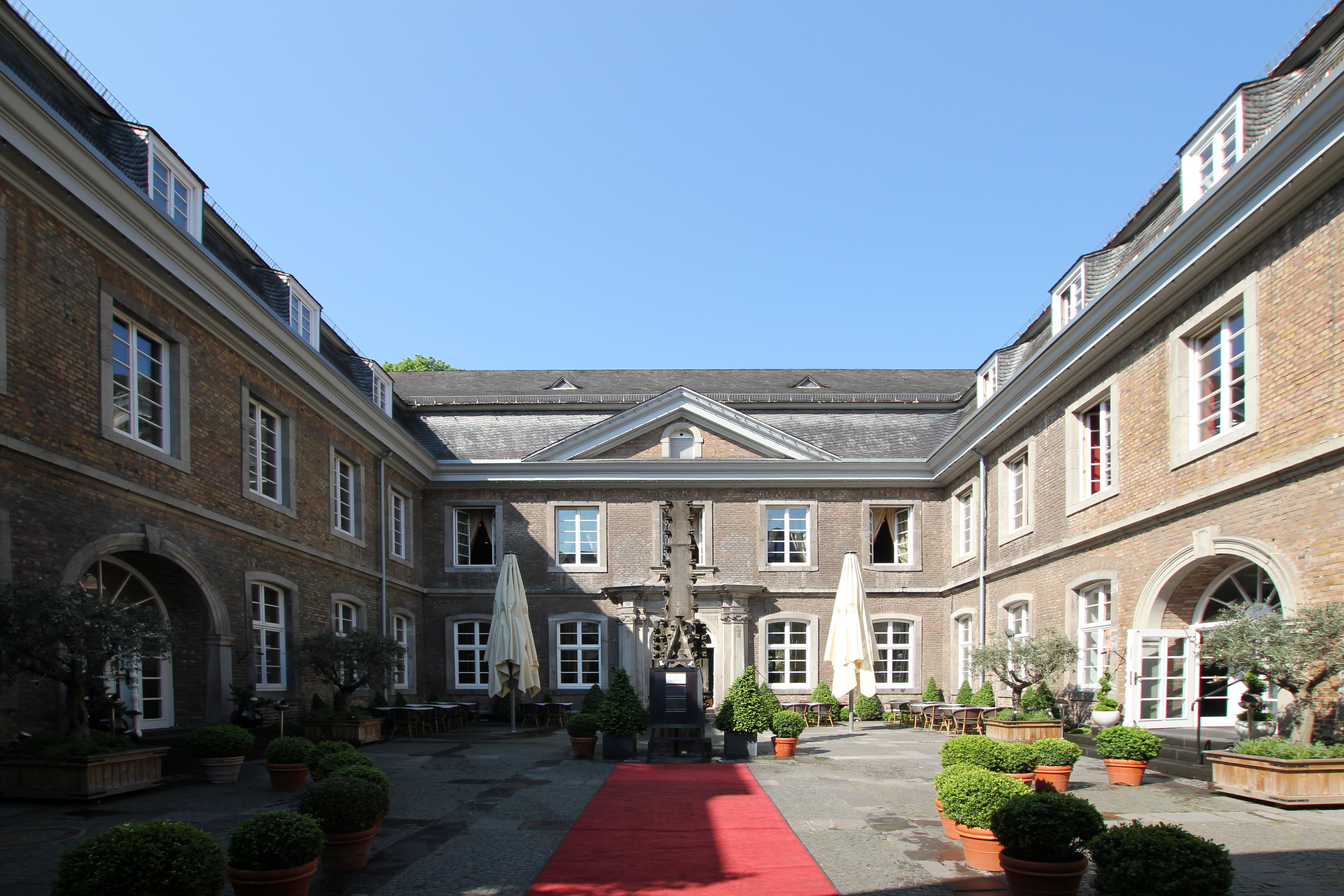 Haus Wolkenburg Innenhof Free Willy