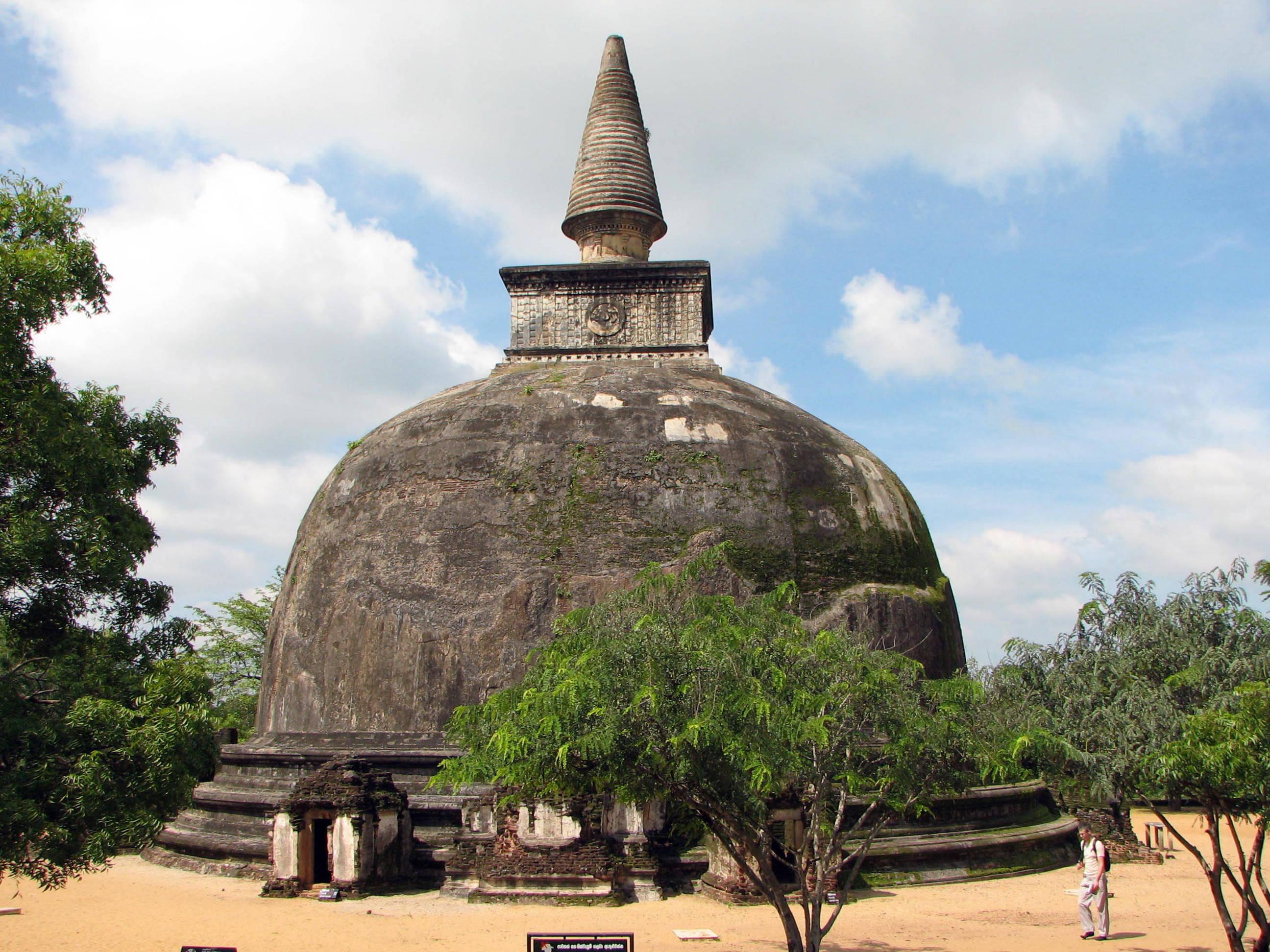 Kiri Vihara dagaba, Polonnaruwa, Sri Lanka