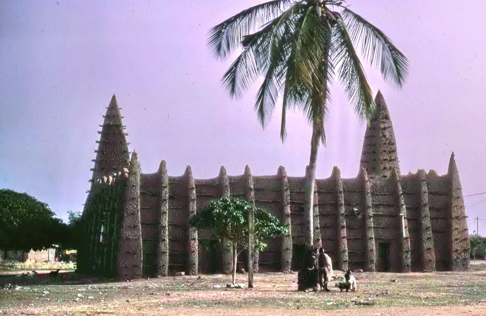Diese Moschee steht in Kong im Norden des Landes. Kong war früher ein mächtiger muslimischer Staat um eine wichtige Stadt herum.