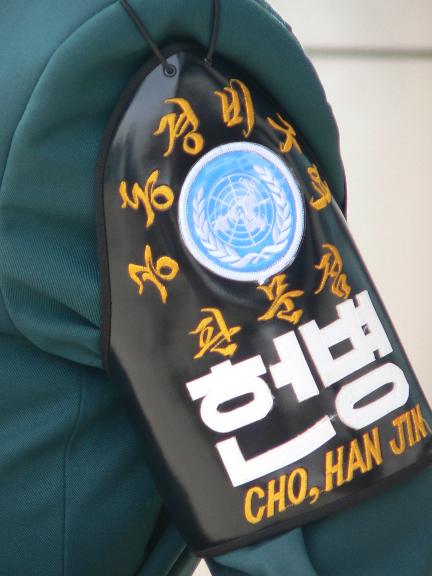 http://commons.wikipedia.org/wiki/File:Korean_DMZ_Soldier_Arm_Band.jpg