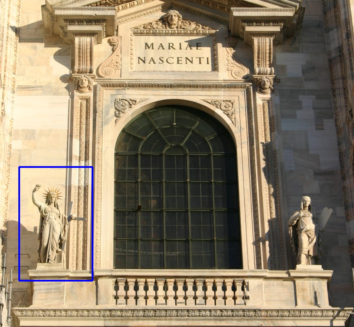 La Legge Nuova (Camillo Pacetti), sulla facciata del Duomo di Milano