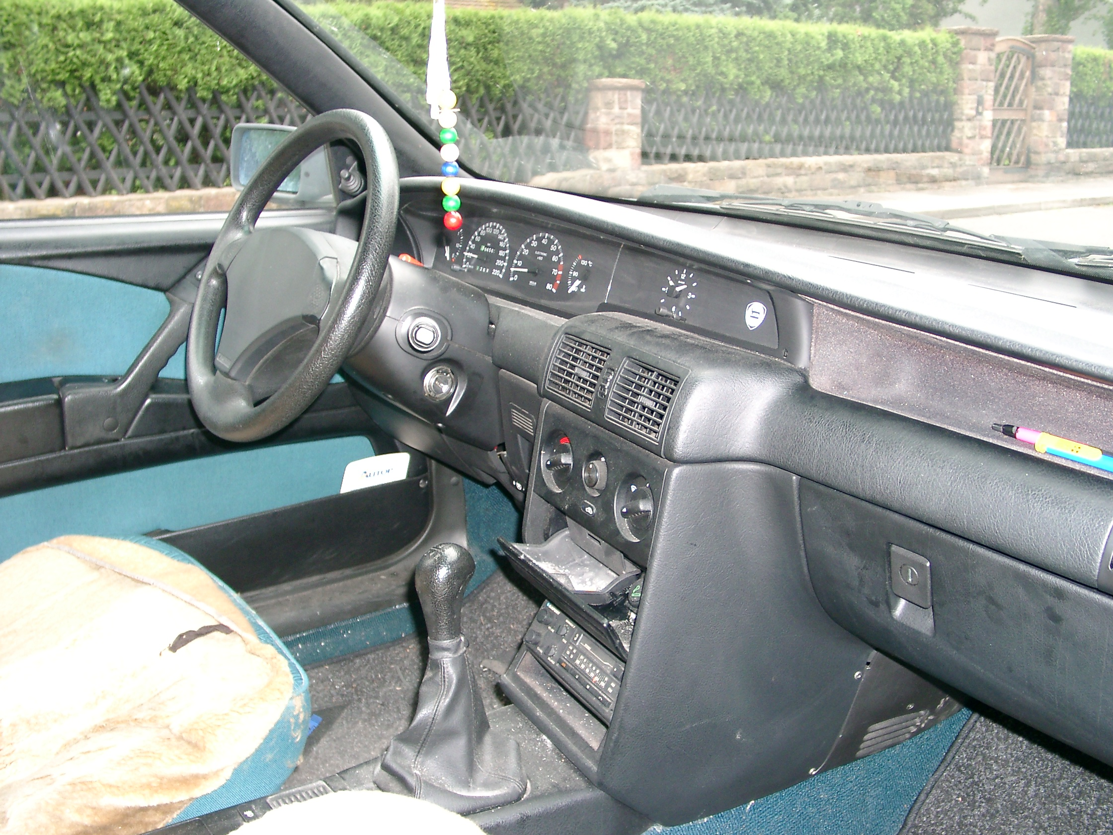 https://upload.wikimedia.org/wikipedia/commons/7/75/Lancia_Delta_inside_20070718.JPG