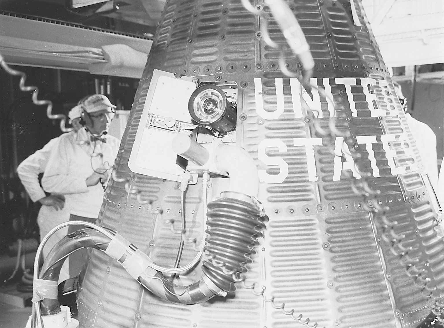 Mercury-Redstone MR-4/Liberty Bell 7 - (21.07.1961) Liberty_Bell_7_spacecraft_fueling_S61-03705