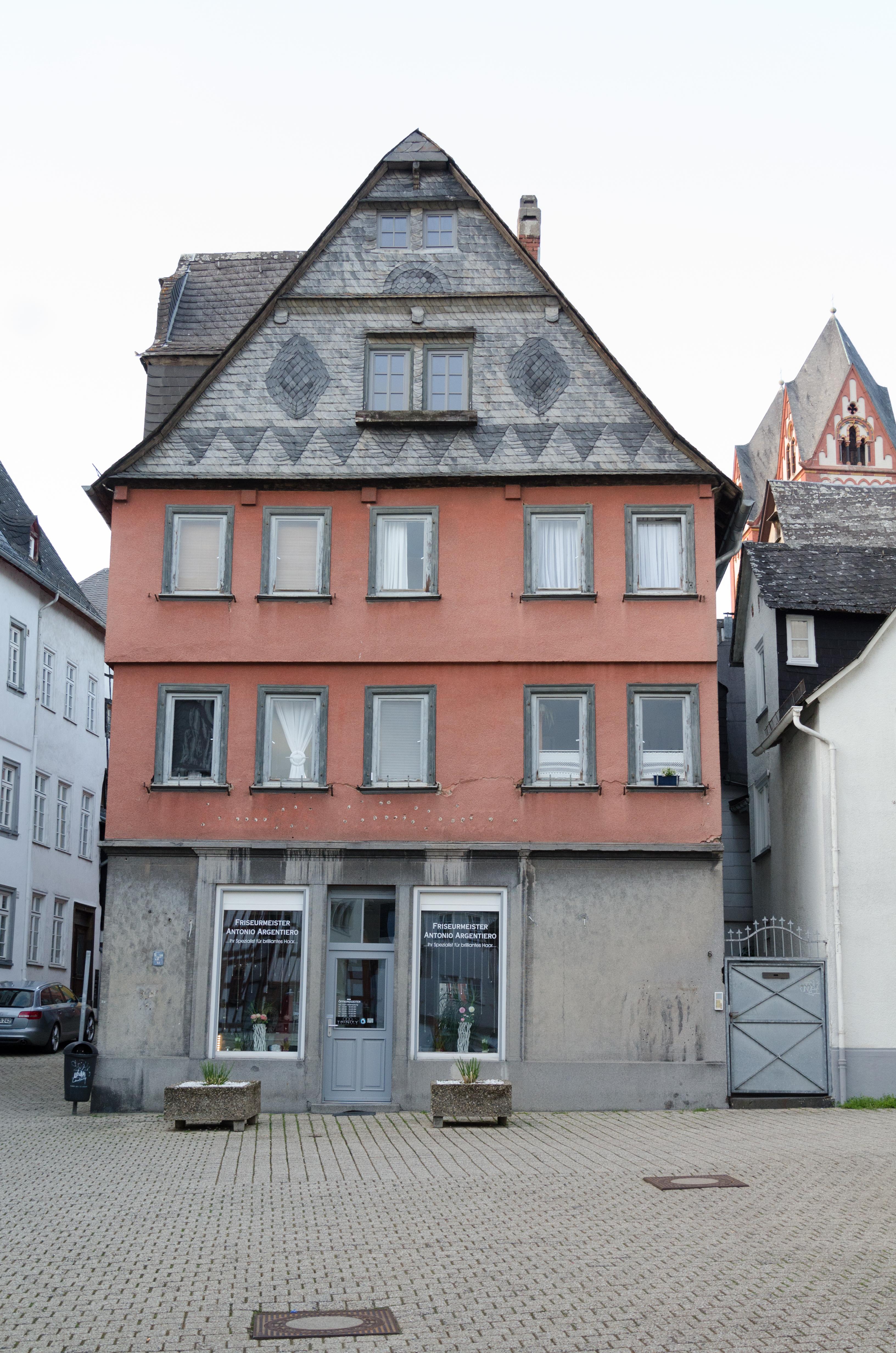 File:Limburg an der Lahn, Bischofsplatz 6, 001.jpg