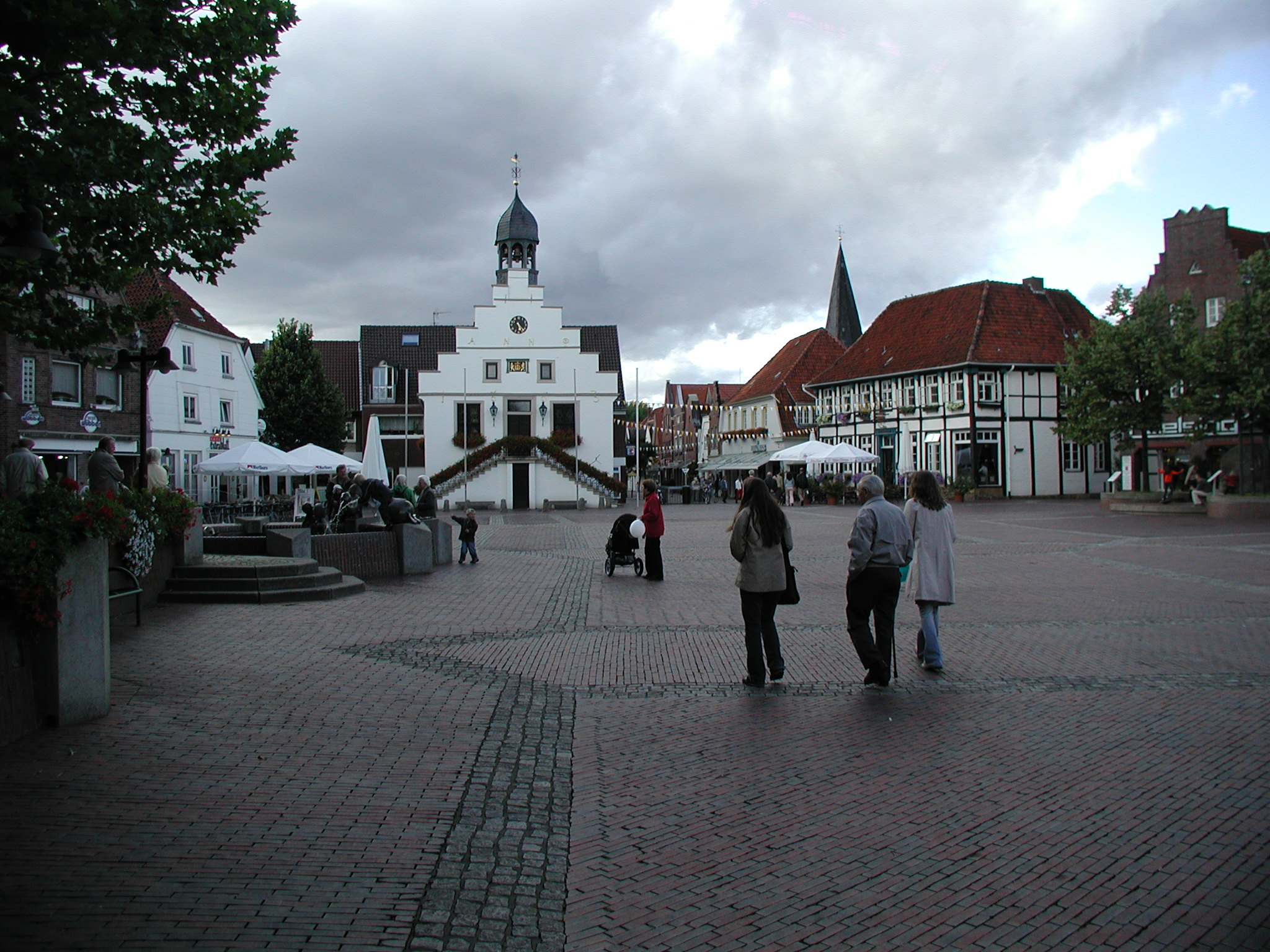 file lingen marktplatz und rathaus jpg wikimedia commons. Black Bedroom Furniture Sets. Home Design Ideas