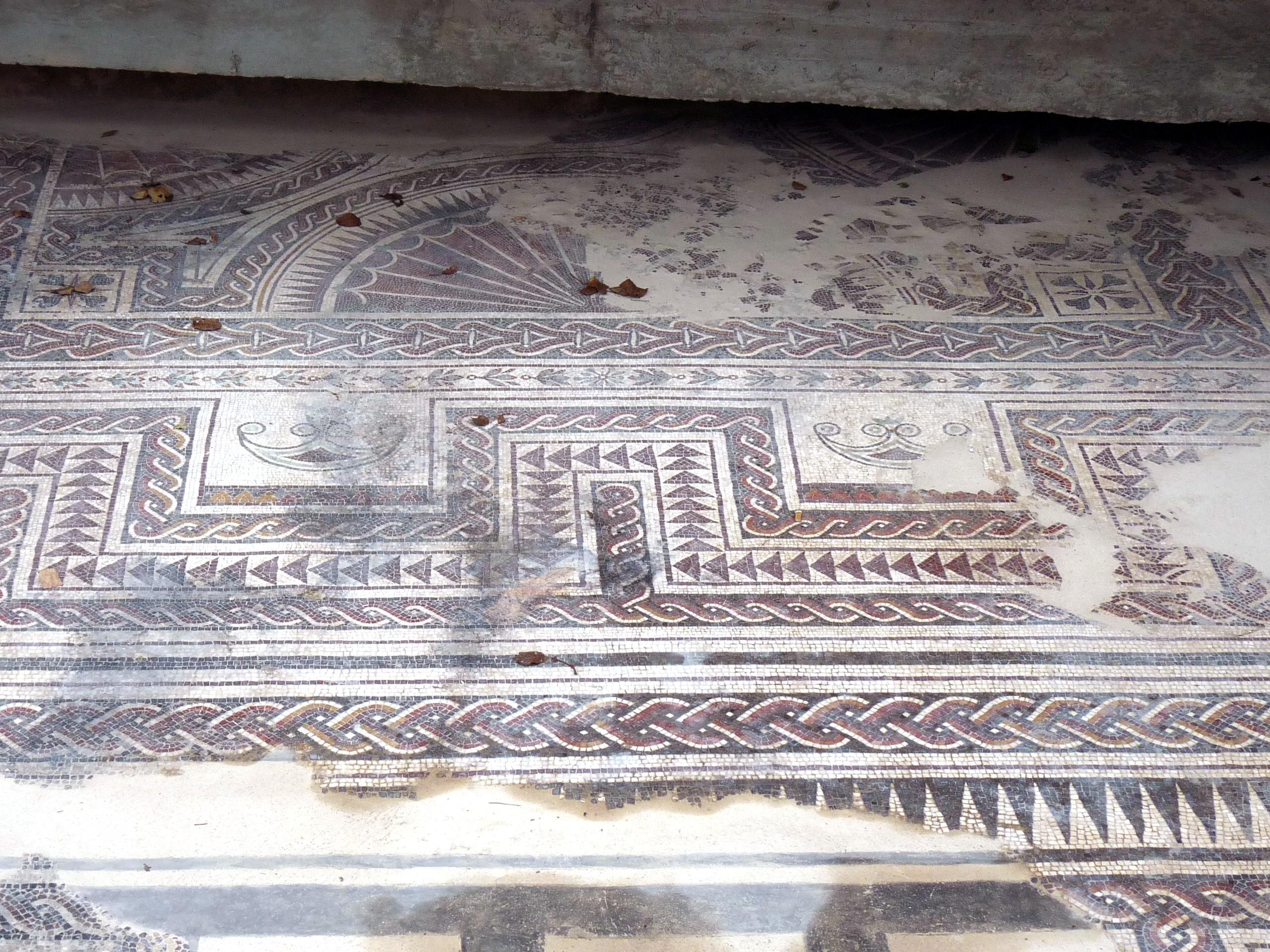 File medinaceli mosaico romano 02 jpg wikimedia commons for Mosaico romano