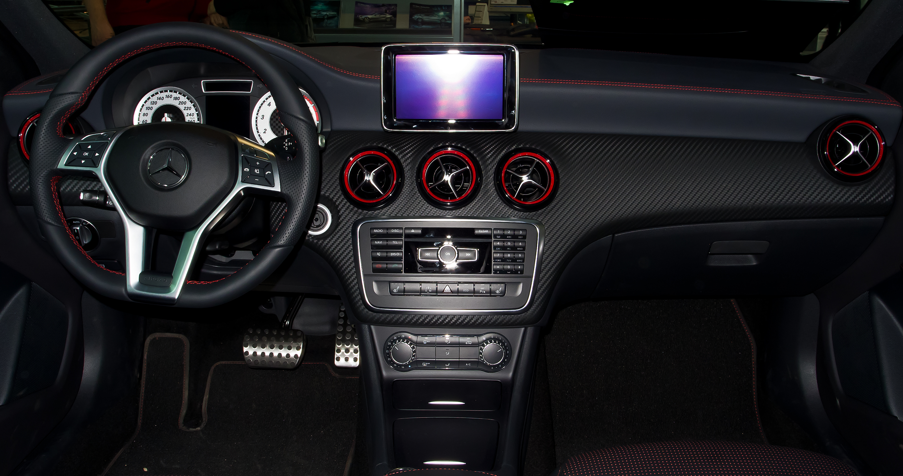 datei mercedes benz a 250 sport w 176 innenraum 13 april 2013 d wikipedia. Black Bedroom Furniture Sets. Home Design Ideas