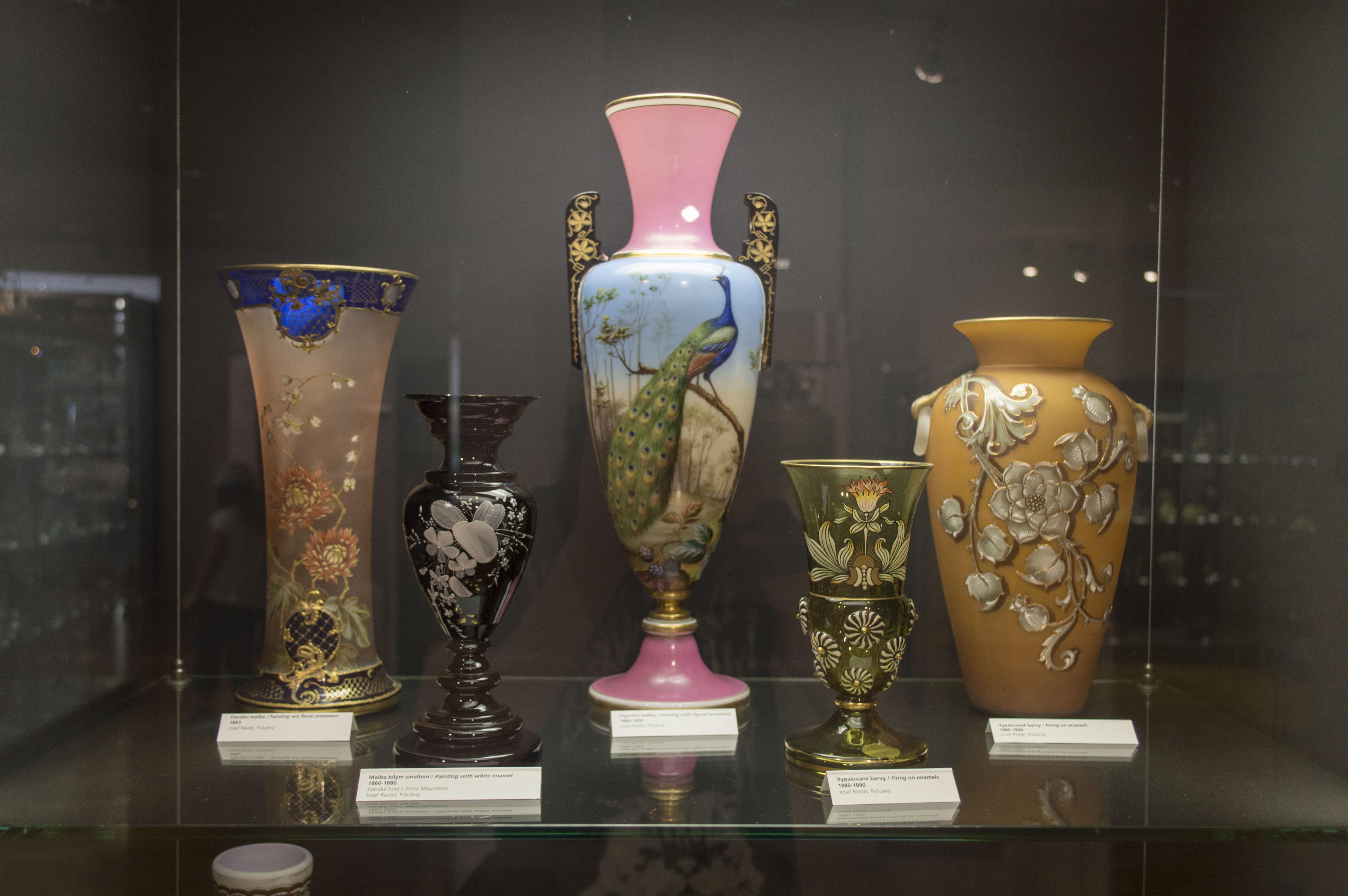 File Muzeum skla a bižuterie v Jablonci 30.jpg - Wikimedia Commons aa9dc5dad5