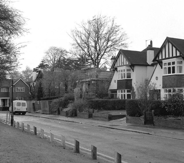 File:Nos. 2, 4 and 6, Lloyd Park Avenue - geograph.org.uk - 722548.jpg