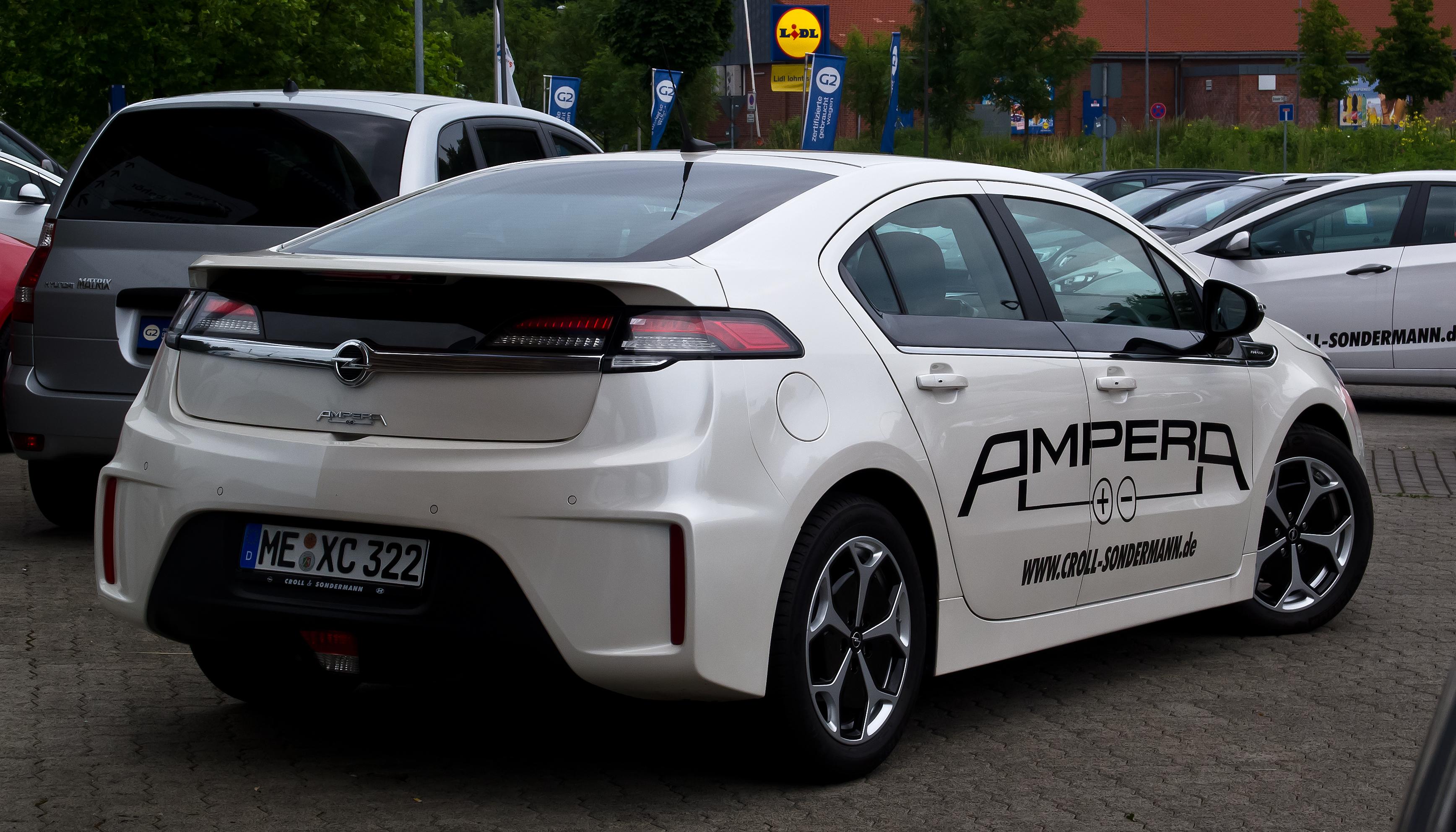 File:Opel Ampera ePionier Edition – Heckansicht, 9. Juli ...