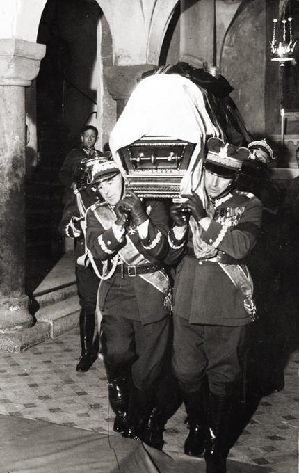 Pilsudskis_funeral_-_Rydz%2C_Sosnkowski.jpg