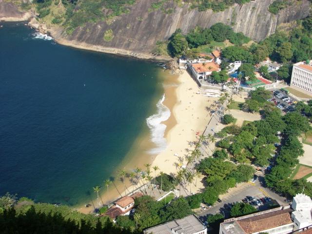 Ficheiro:Praia Vermelha beach.jpg