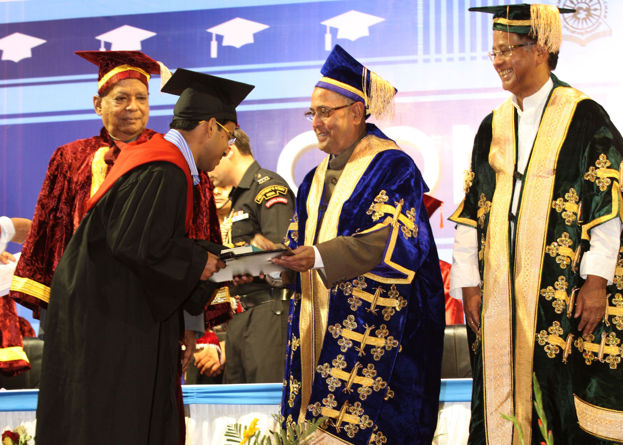 File:Pranab Mukherjee presenting the degree to a student, at