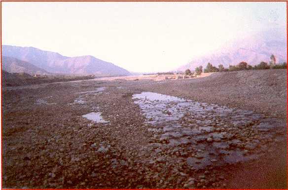 File:Río ICA aguas arriba de la ciudad c bocatoma 2.jpg