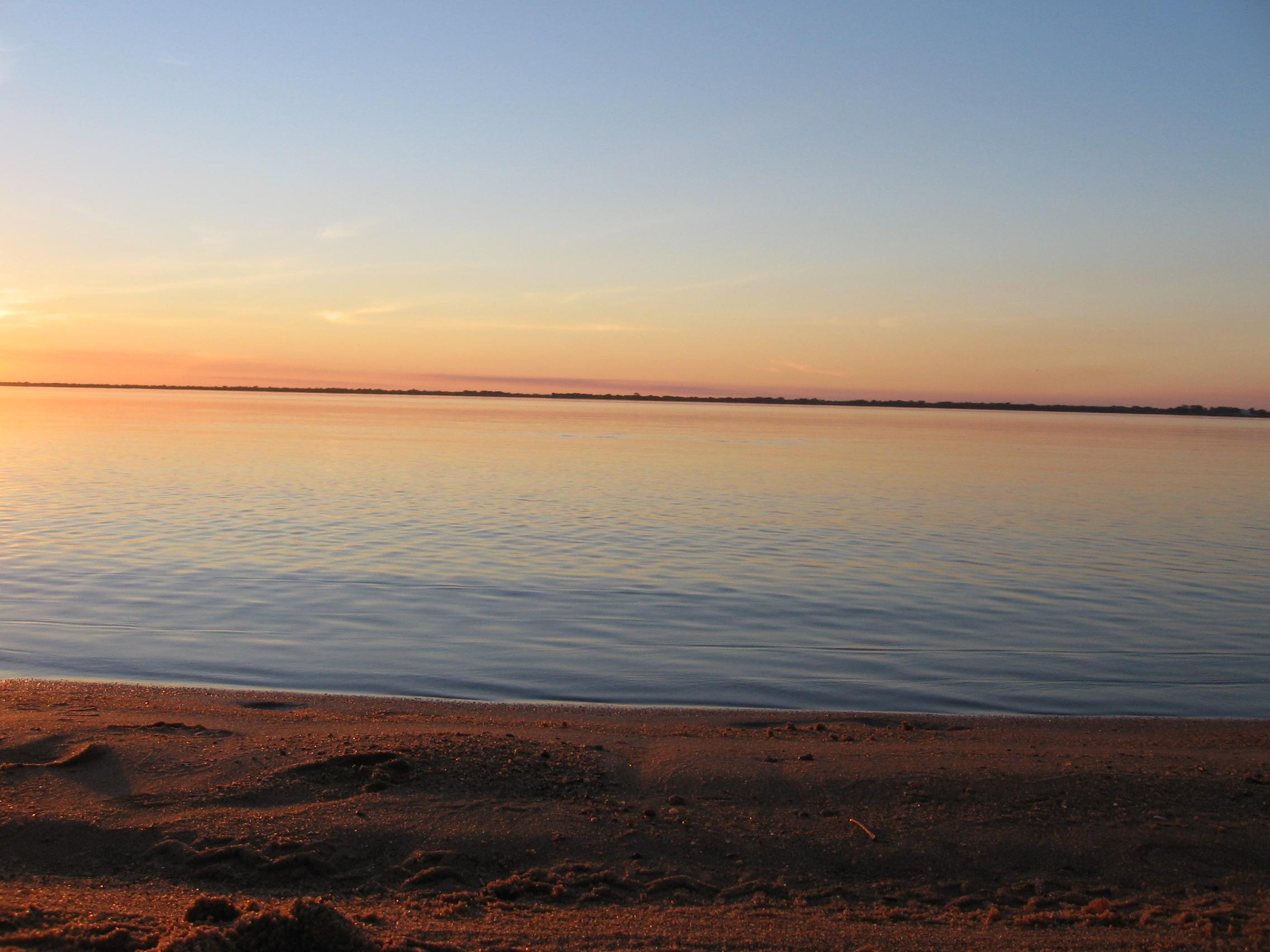 Description Río Paraná Paso de la Patria 2.jpg