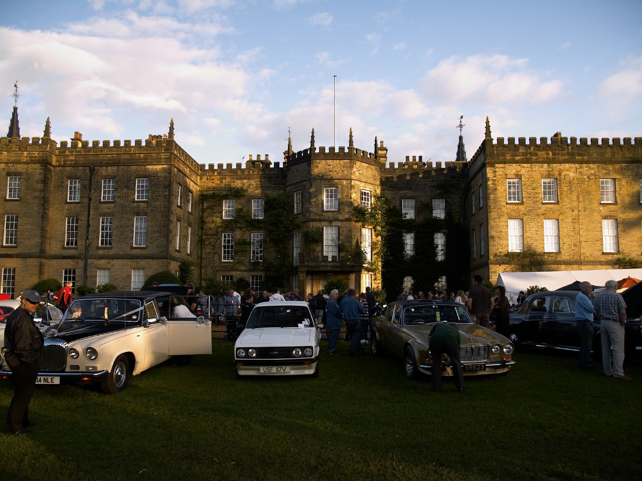File:Renishaw Classic Car Show.jpg