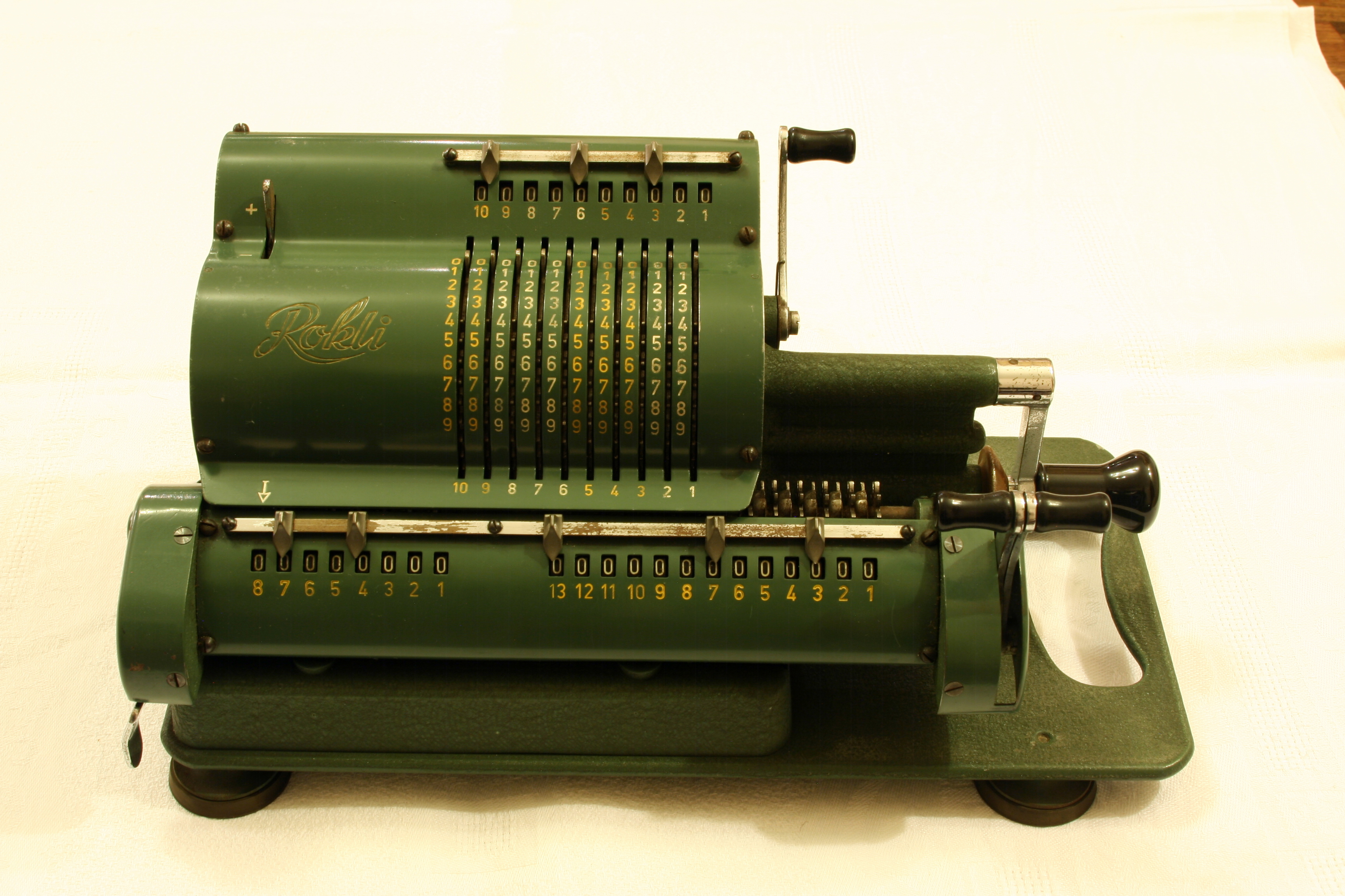 Description Rokli mechanical calculator 2.jpg