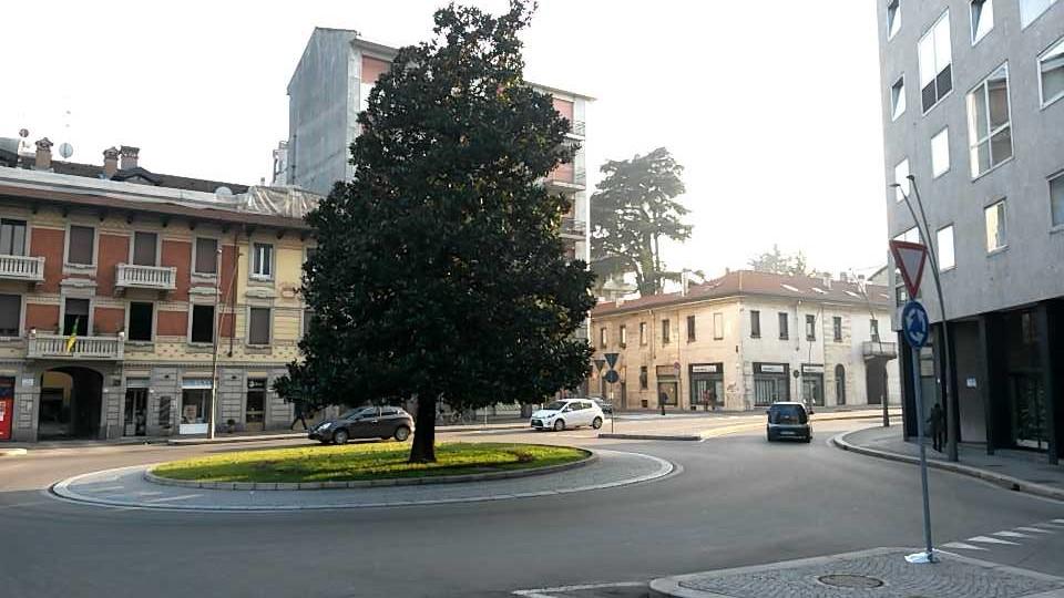 File rotatoria incorcio di corso italia via roma e via p - Corso di design roma ...