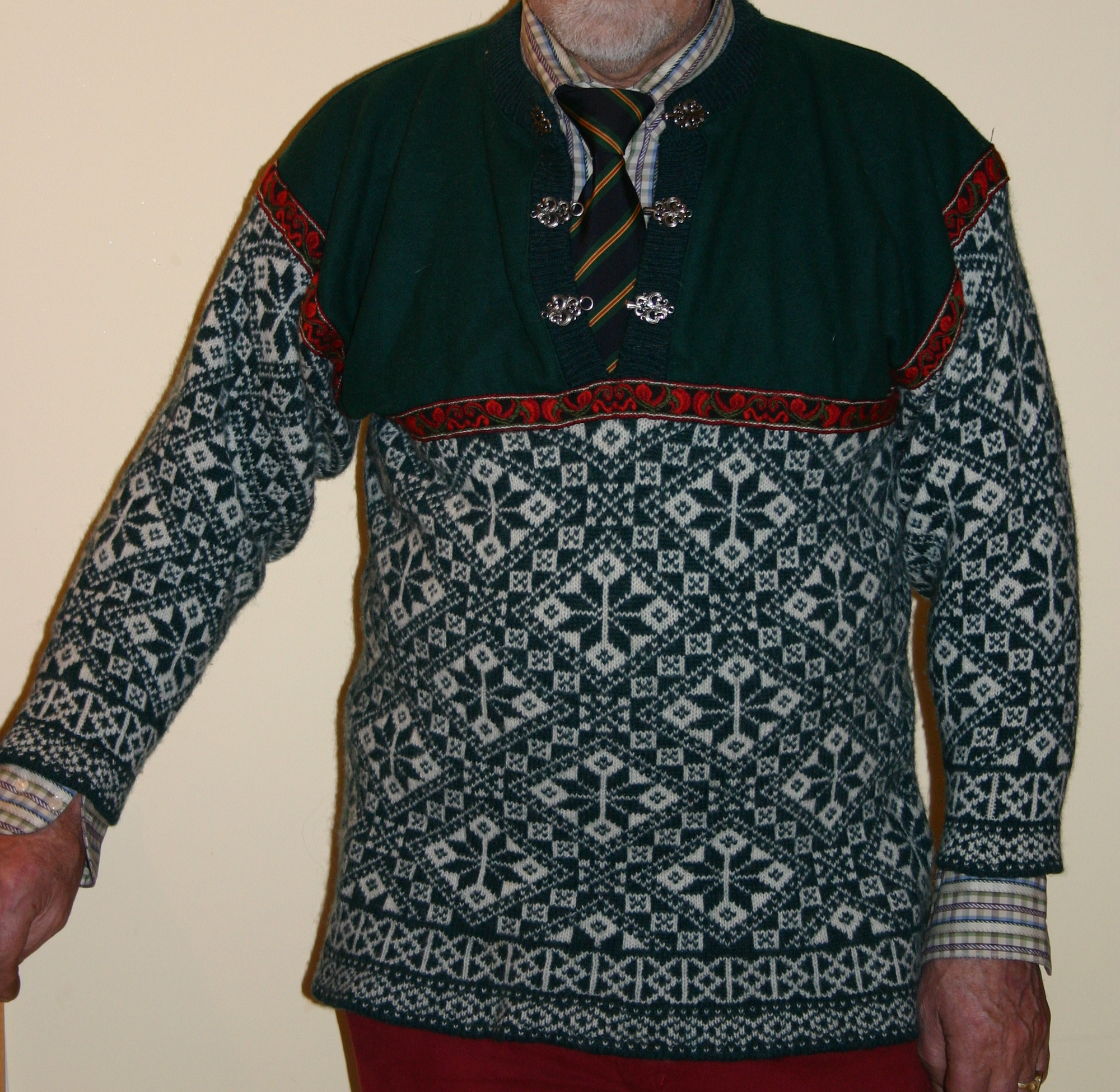 5219dd560 Sweater - Wikipedia