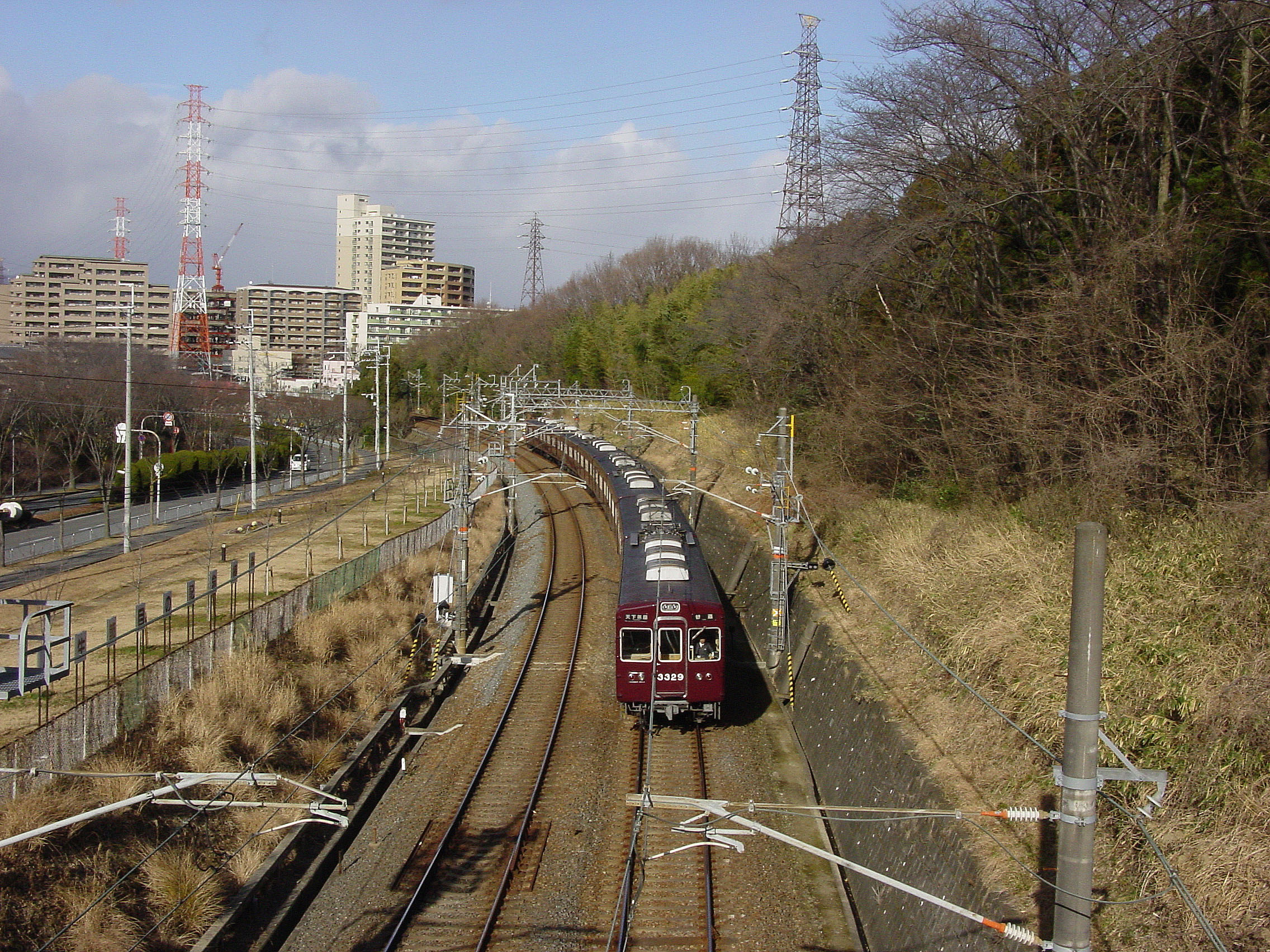 https://upload.wikimedia.org/wikipedia/commons/7/75/Senri_line.JPG