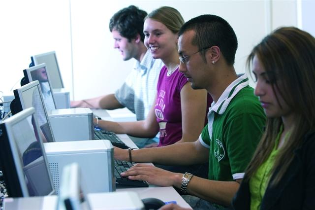 college students working in computer lab