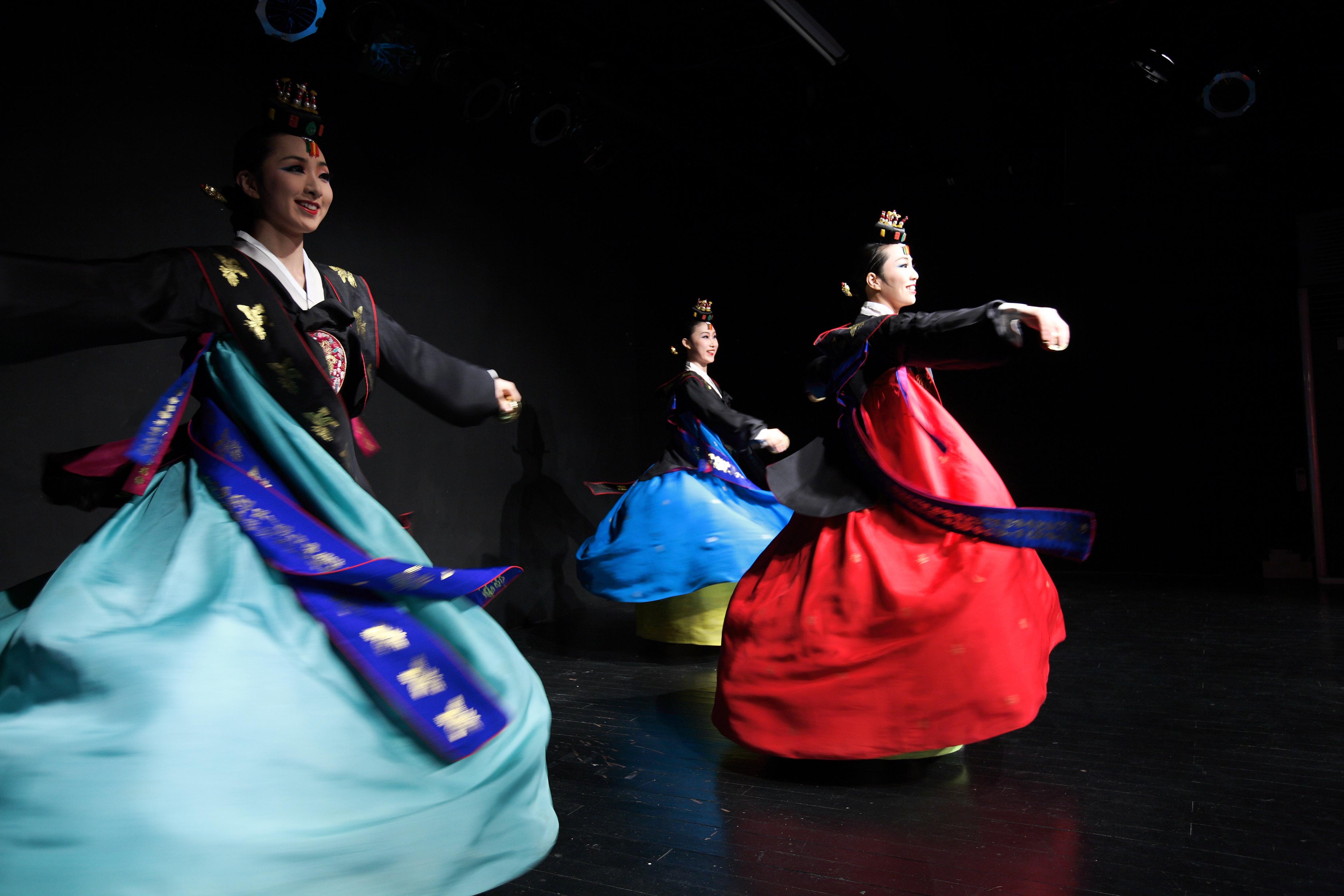 Wai Khru Ram Muay – The Traditional Pre-Fight dance