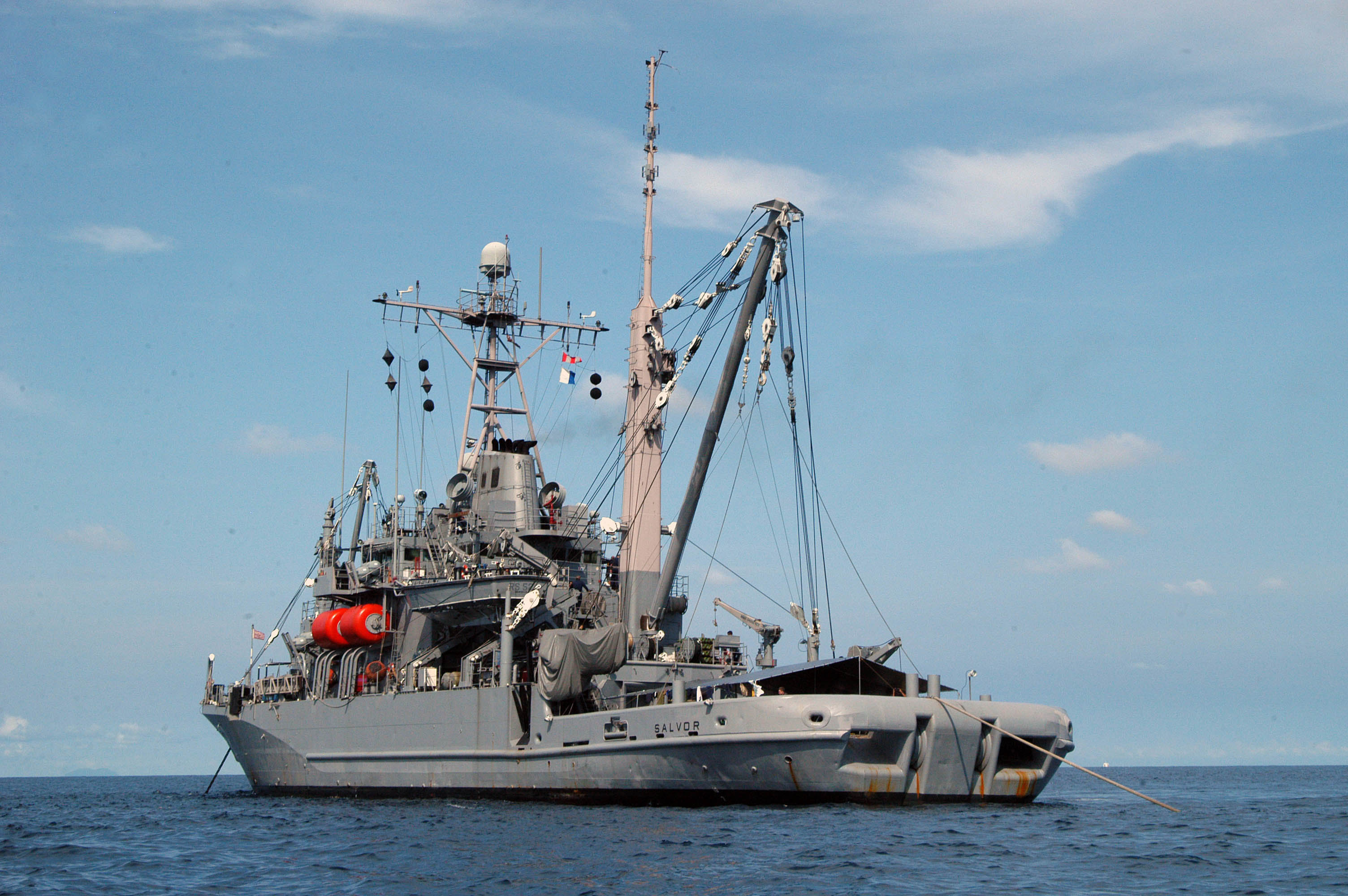 File:US Navy 040920-N-0106C-001 Auxiliary rescue and ... |Navy Salvage Ships