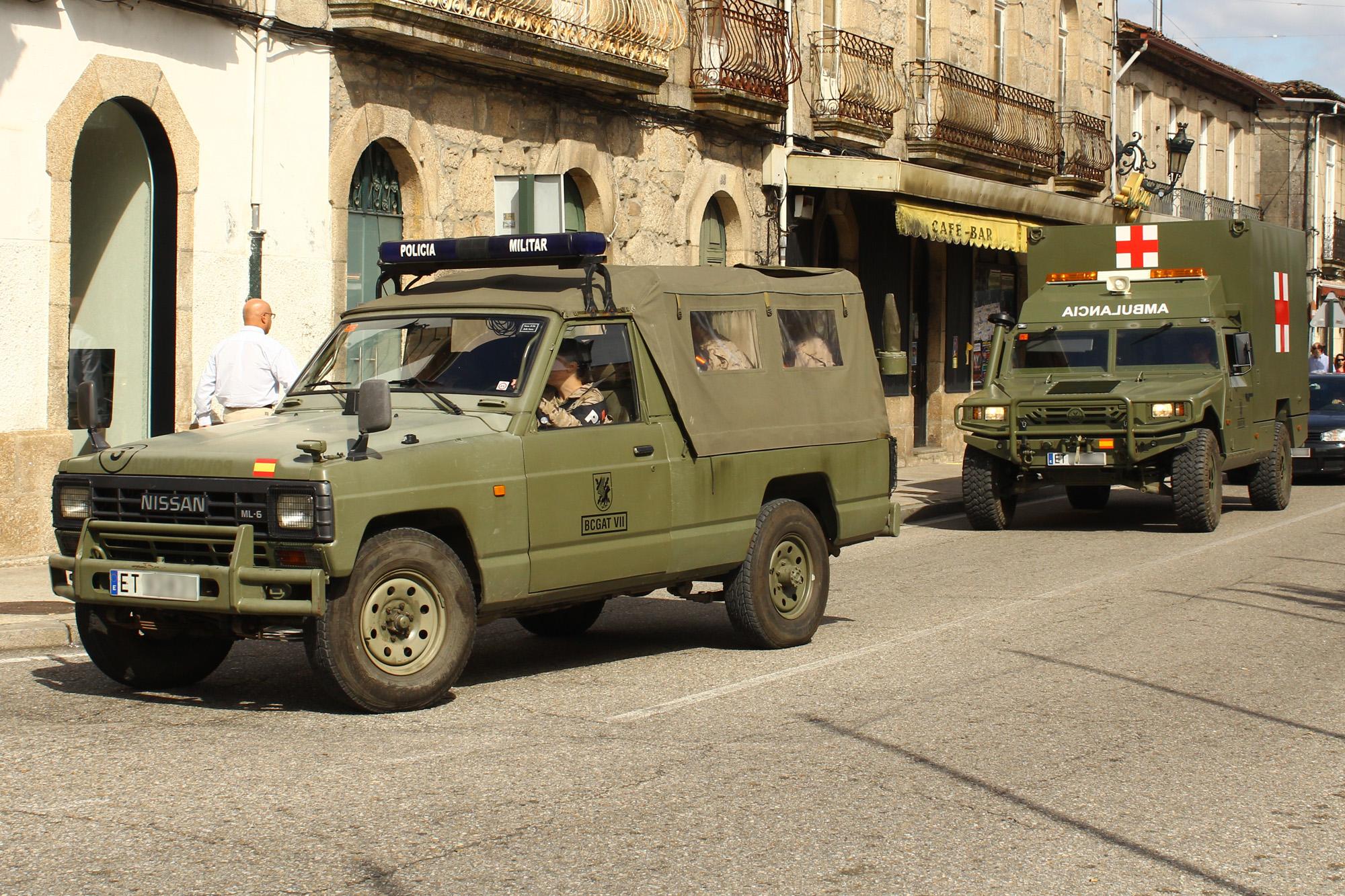 Fileun nissan patrol y un uro vamtac ambulancia de la brilat fileun nissan patrol y un uro vamtac ambulancia de la brilat 15449322615 vanachro Image collections