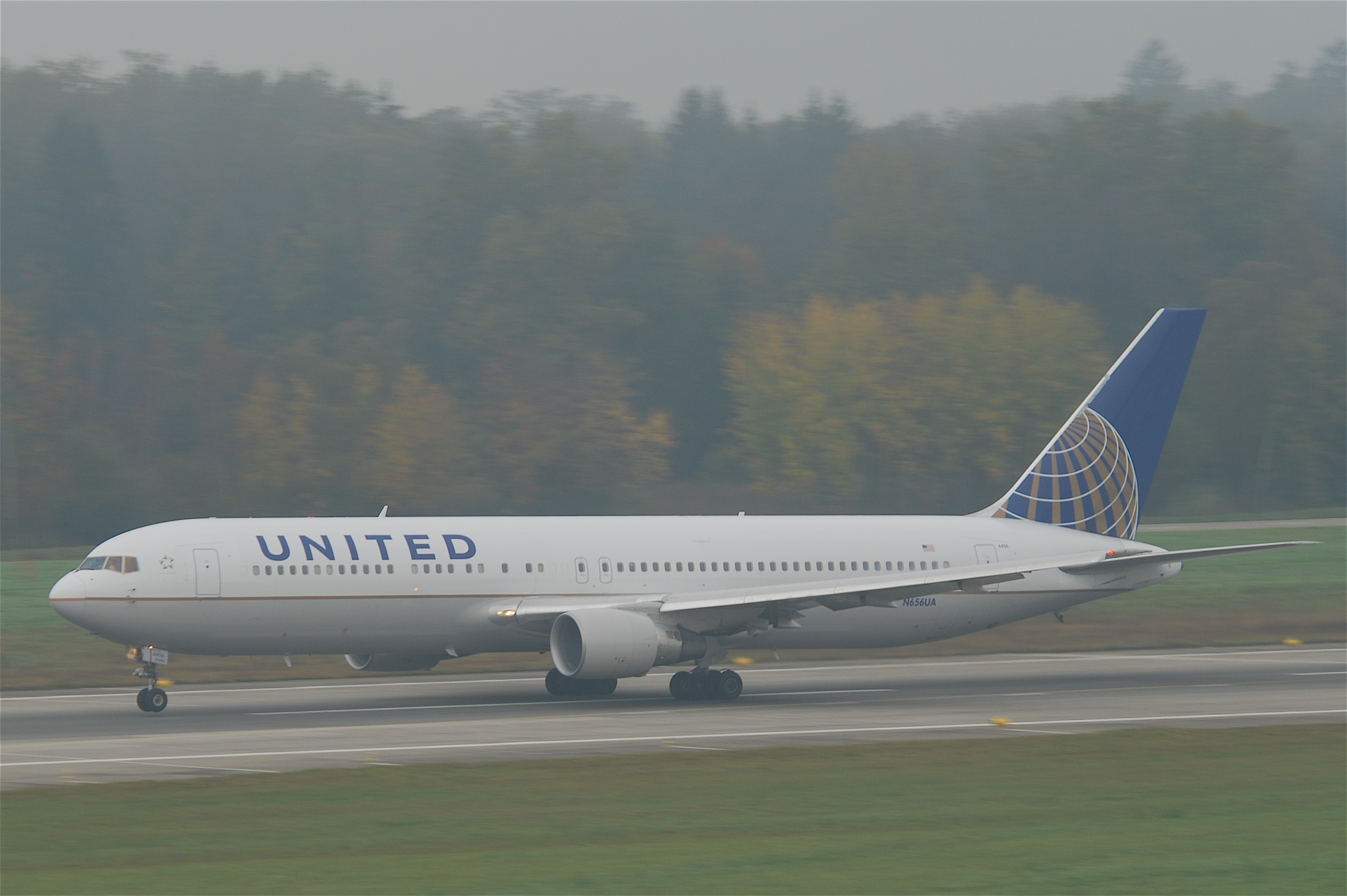 Description United Airlines Boeing 767-300  N656UA ZRH 28 10 2011    United Airlines 767 300
