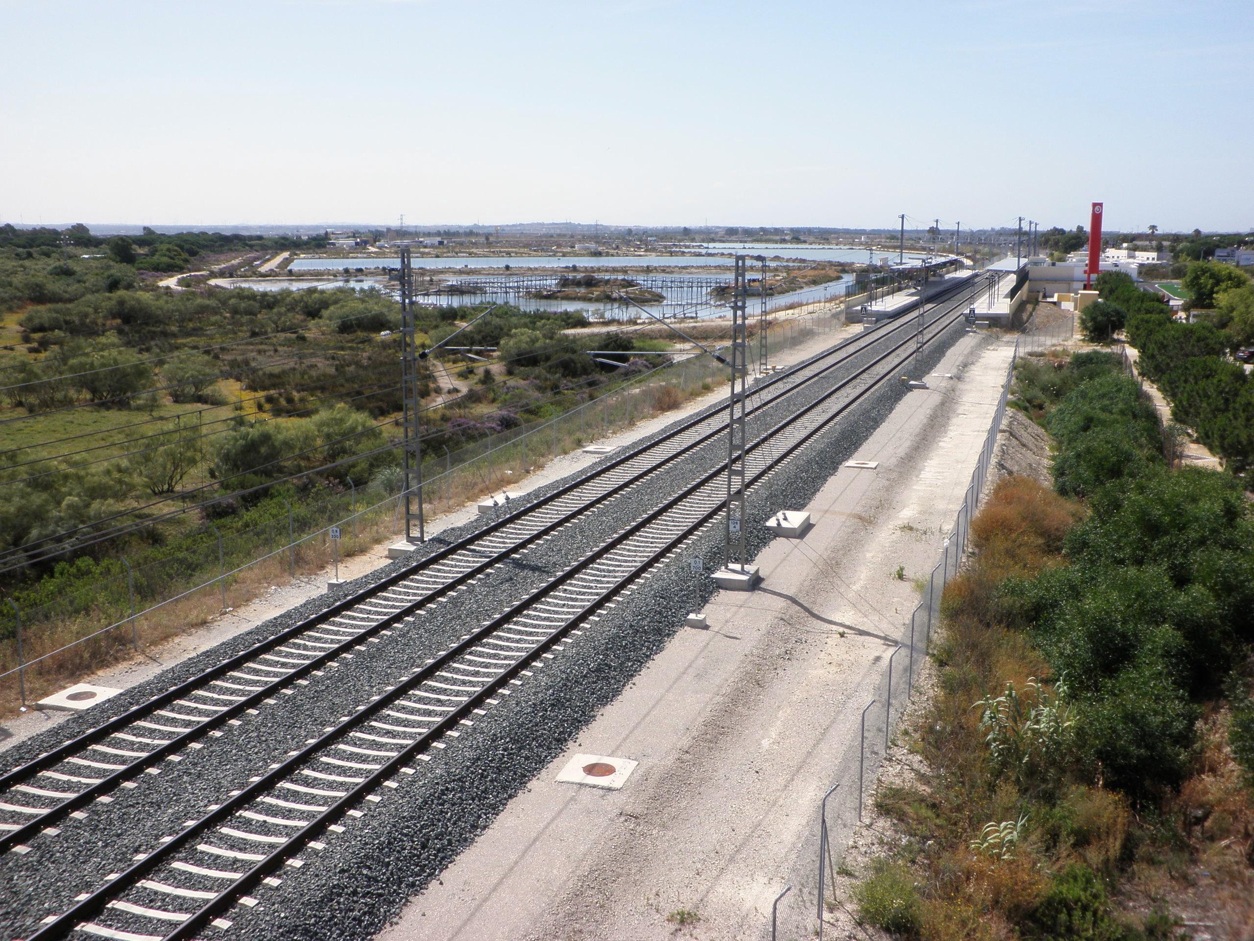 File v as de tren entre los toru os el puerto de santa mar a c diz espa wikimedia commons - Tren el puerto de santa maria madrid ...