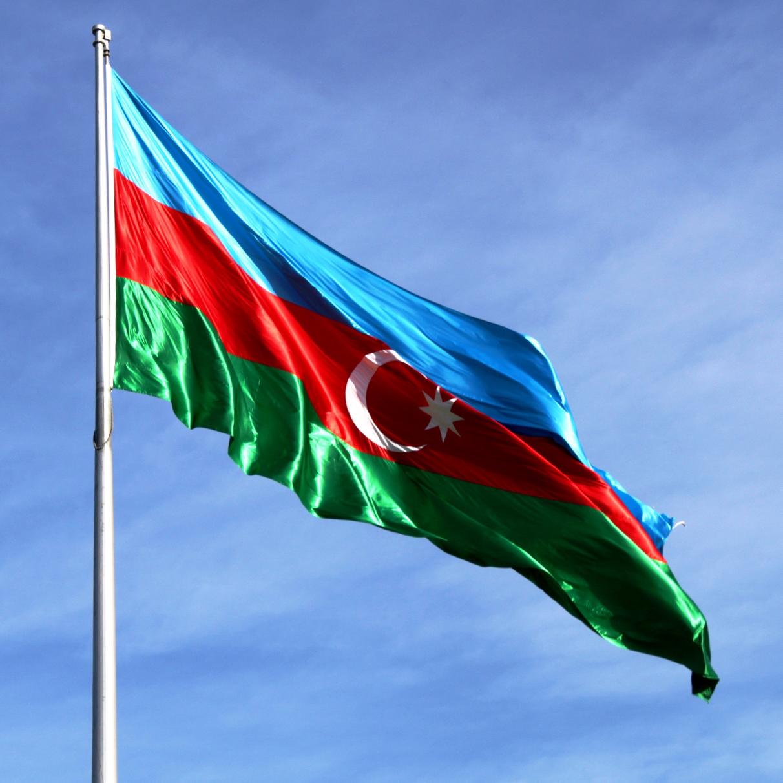 Իսկ դուք գիտեք, որ Հայաստանի մայրաքաղաք Երևանում մոտ 15 տարի Ադրբեջանի դրոշը կանգնած է