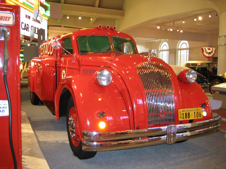 File:1939 Dodge Airflow Texaco tanker truck.jpg
