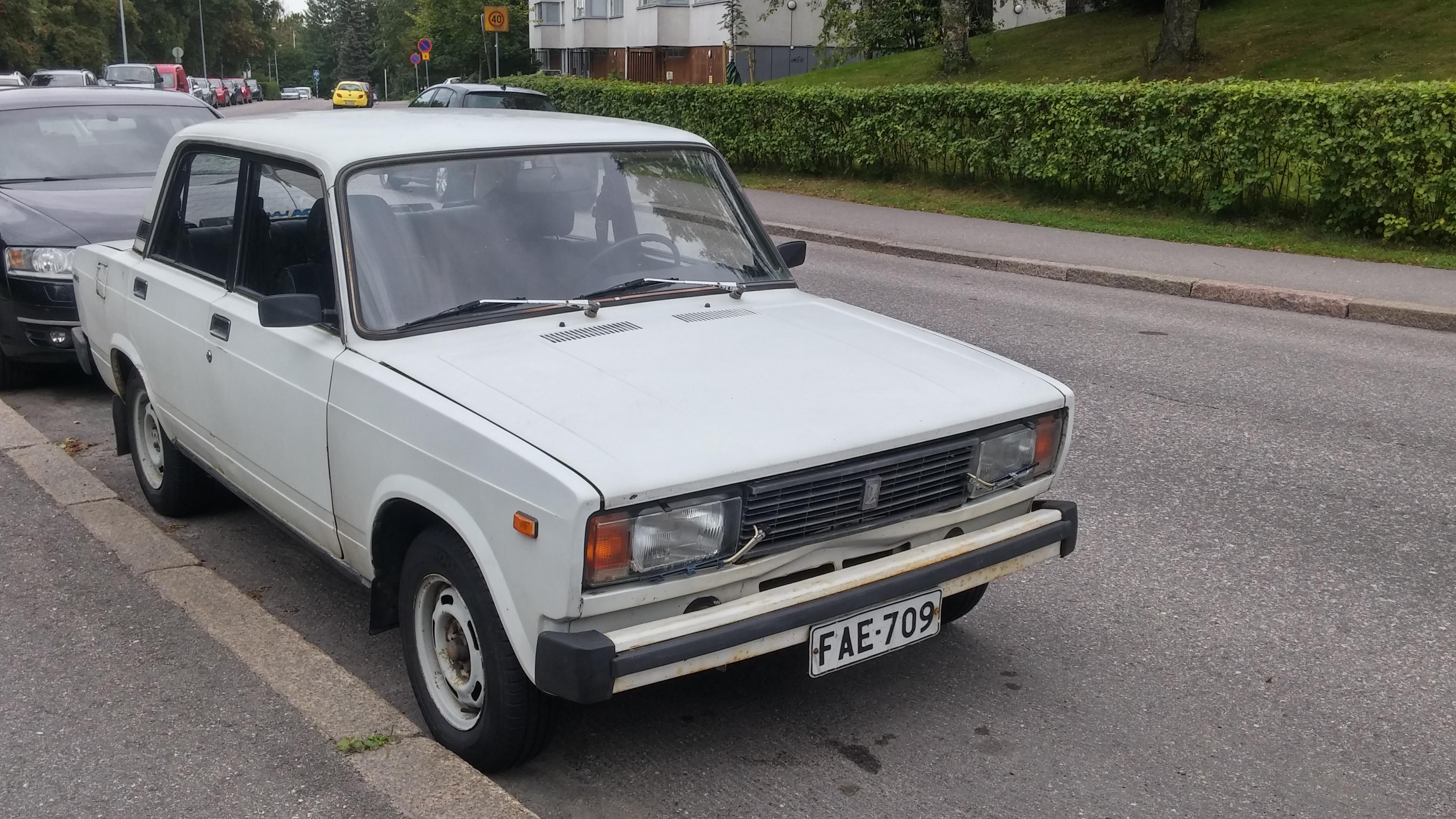 File:1990 Lada 2105.jpg