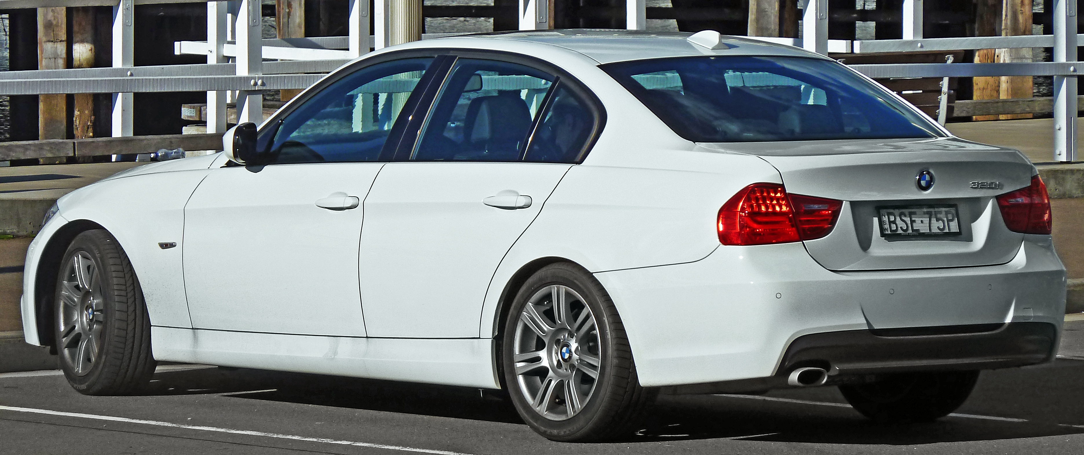 Bmw E90 Wiki >> File:2008-2011 BMW 320i (E90) sedan (2011-03-23).jpg - Wikimedia Commons