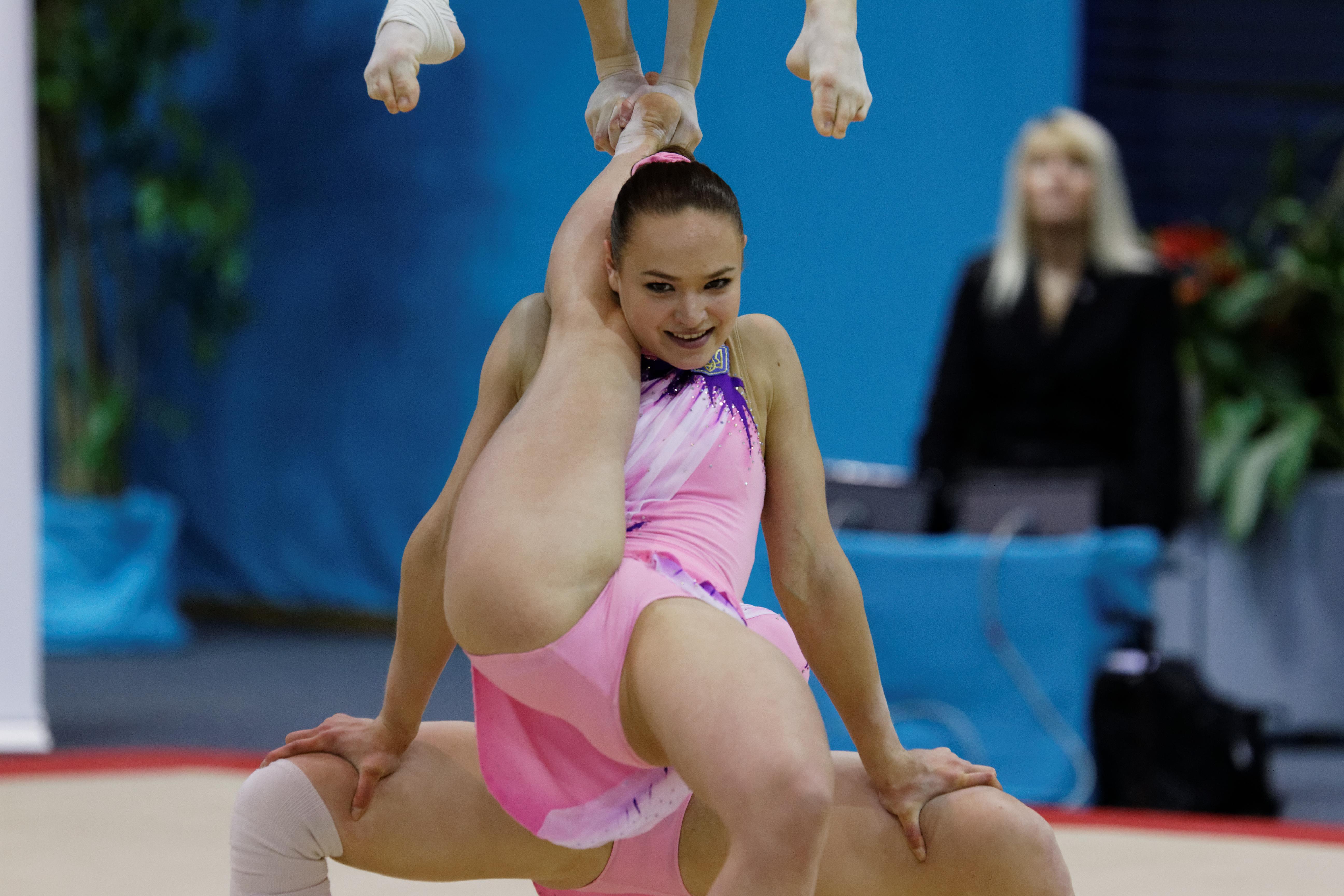 Фото между ног у гимнасток, гигантские порно видео