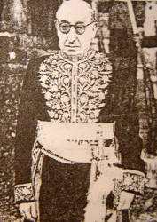 Ahmad Ghavam in the Imperial Court regalia. Ahmad ghavam.jpg