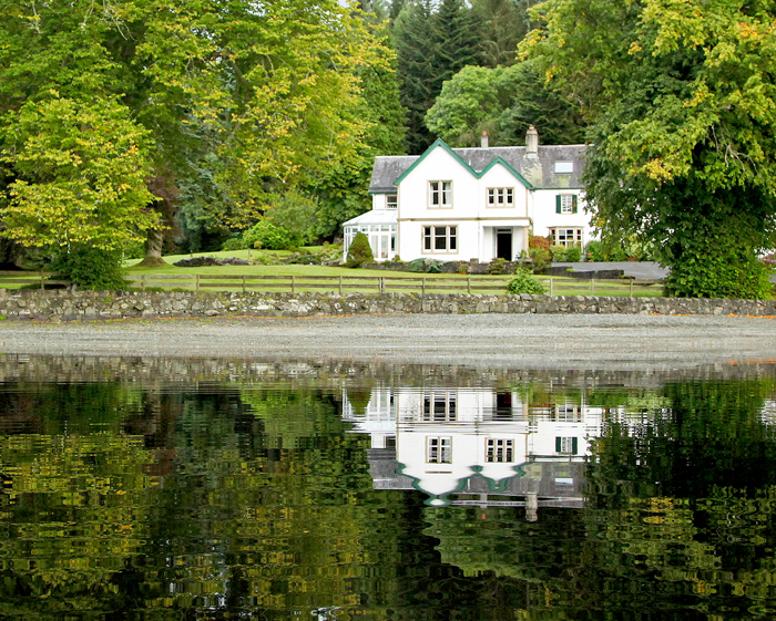 File altskeith country house on loch wikimedia - Jardines casas de campo ...