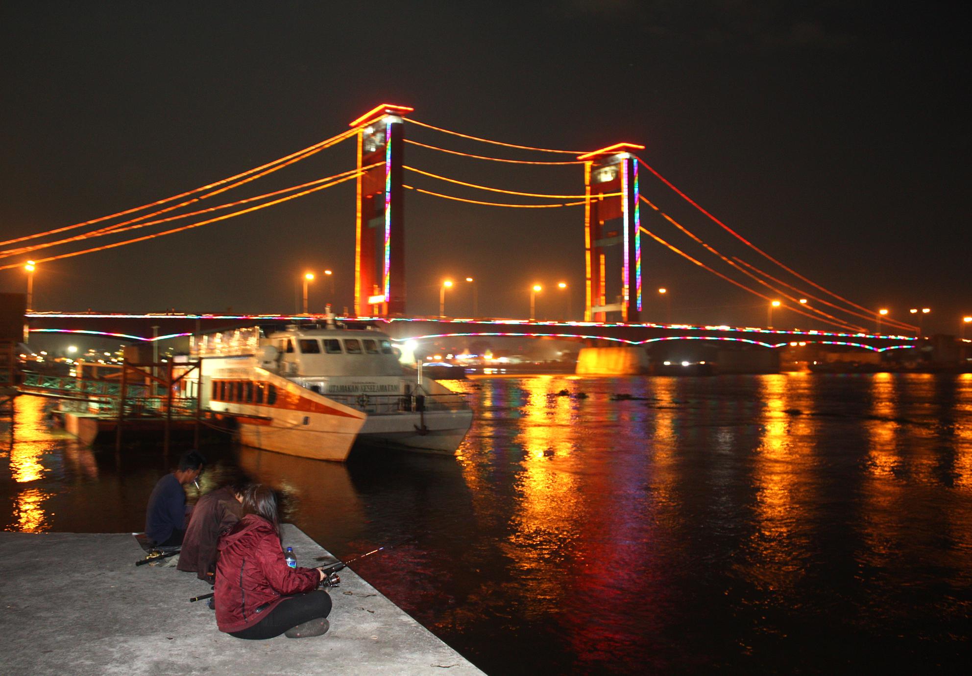 File:Ampera Bridge at Night, Palembang.jpg - Wikimedia Commons