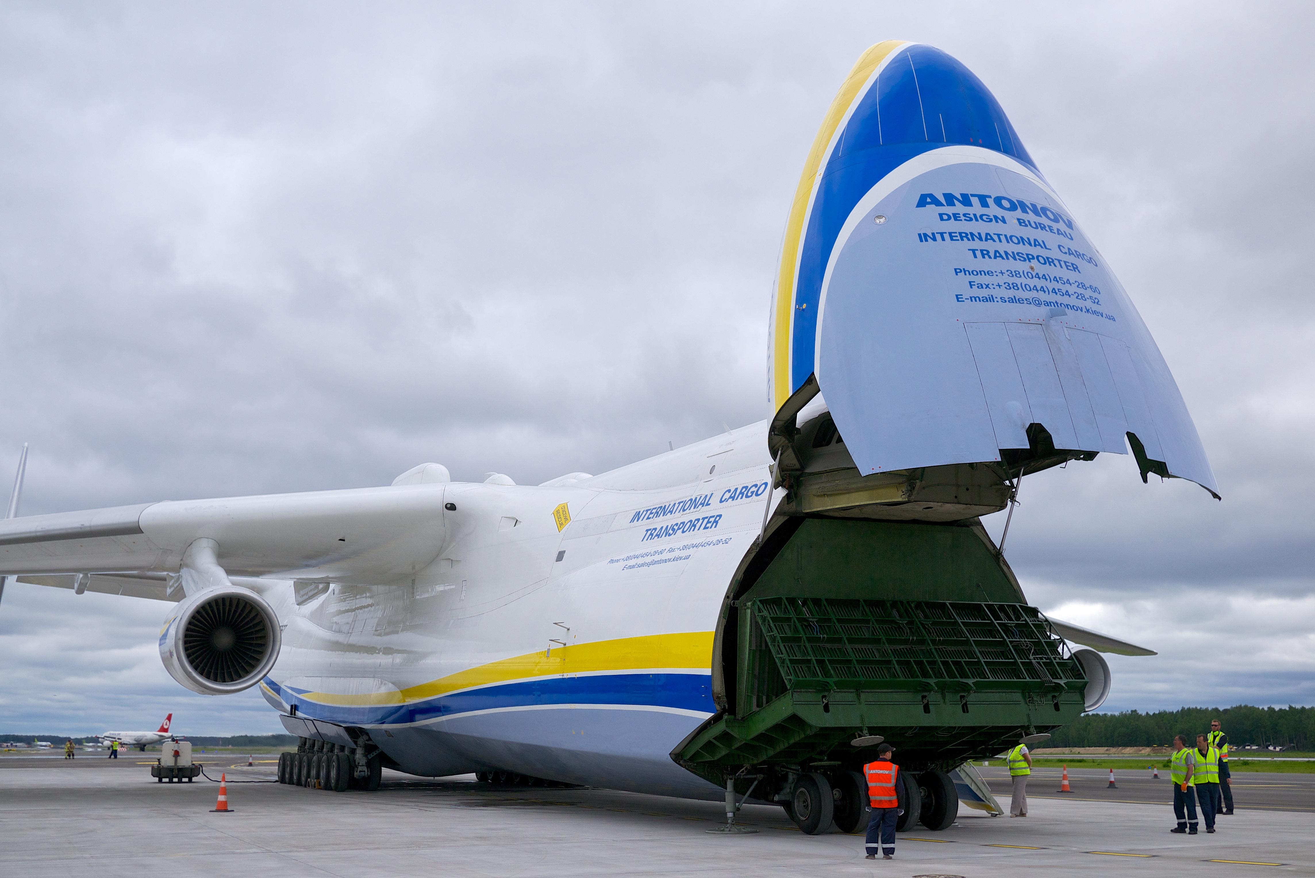 Antonov_An-225_Mriya_%2814219323367%29.jpg