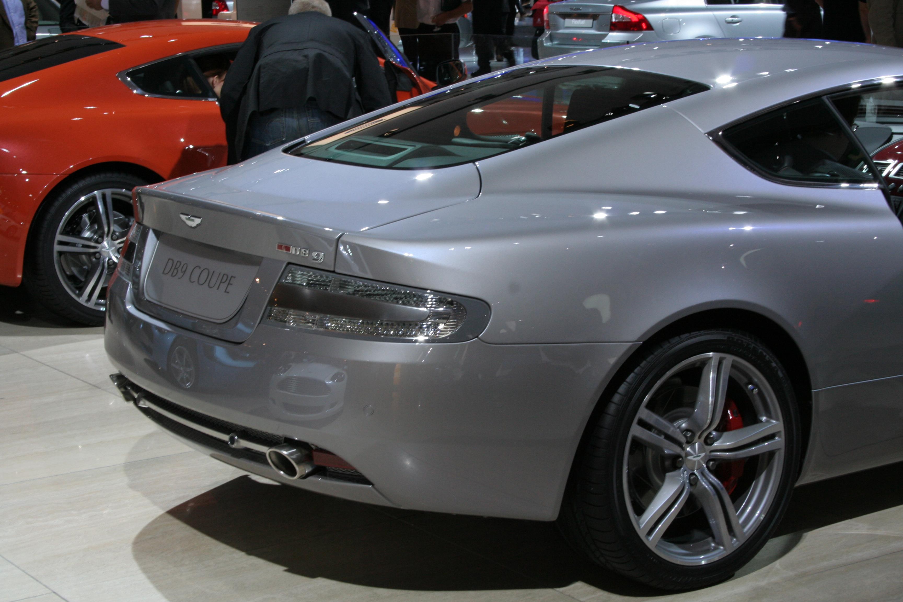 File Aston Martin Db9 Back Jpeg Wikimedia Commons
