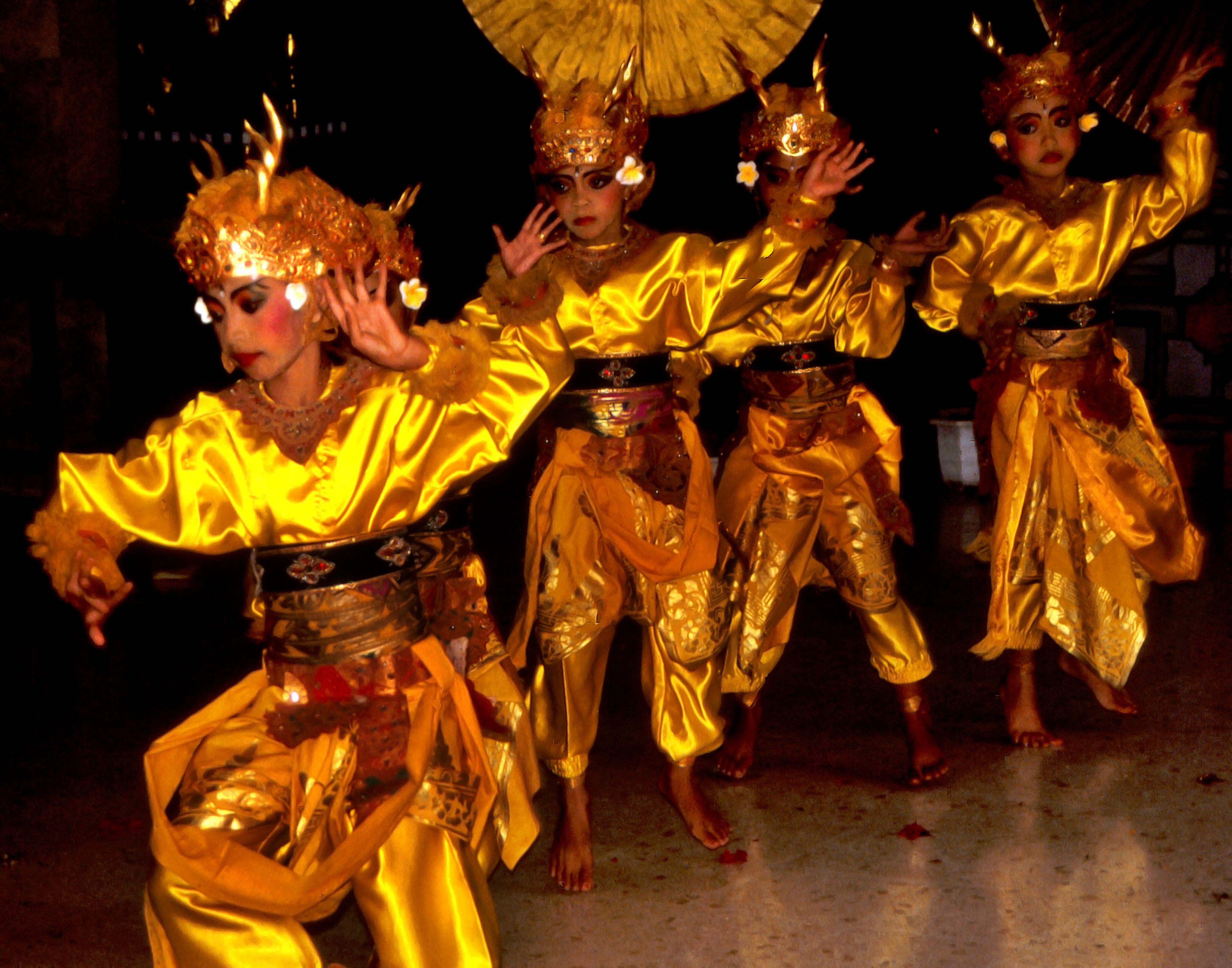 File:Bali Dancers Balinese Dance - Yellow Gold Silk.jpg ...