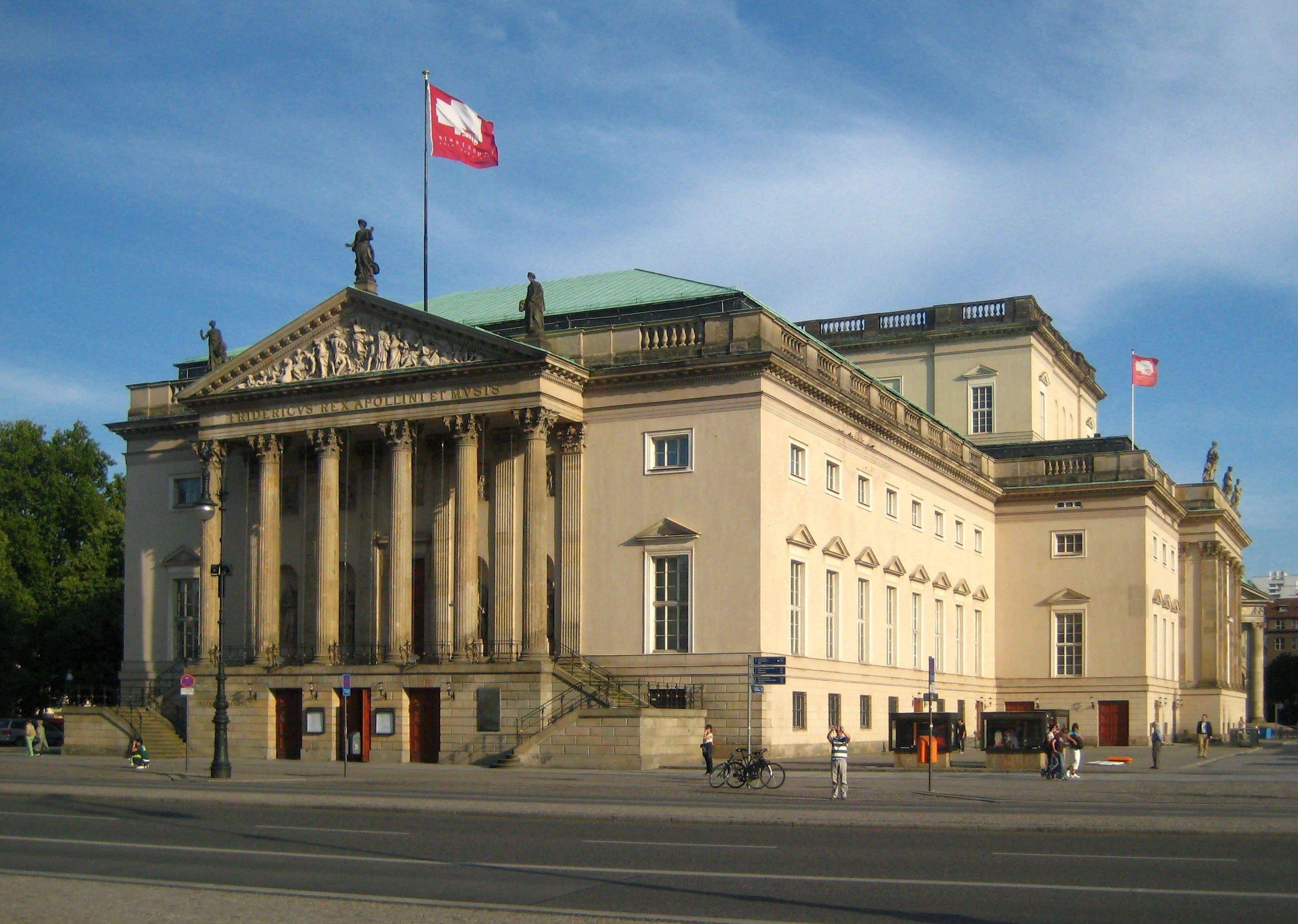 http://upload.wikimedia.org/wikipedia/commons/7/76/Berlin%2C_Mitte%2C_Unter_den_Linden%2C_Staatsoper_02.jpg