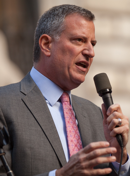 The 56-year old son of father Warren Wilhelm and mother Maria Wilhelm, 196 cm tall Bill de Blasio in 2017 photo