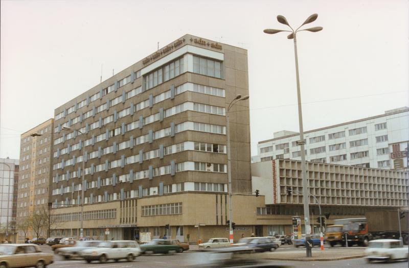 Bundesarchiv Bild 183-1990-0810-408, Berlin, Gebäude des ADN.jpg