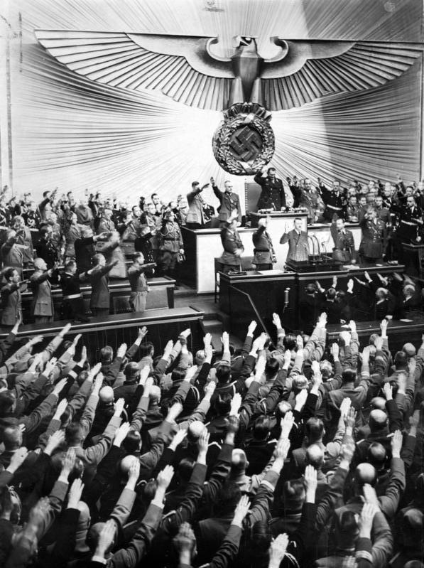 پرونده:Bundesarchiv Bild 183-2008-0922-500, Reichstag, Begrüßung Adolf Hitler.jpg