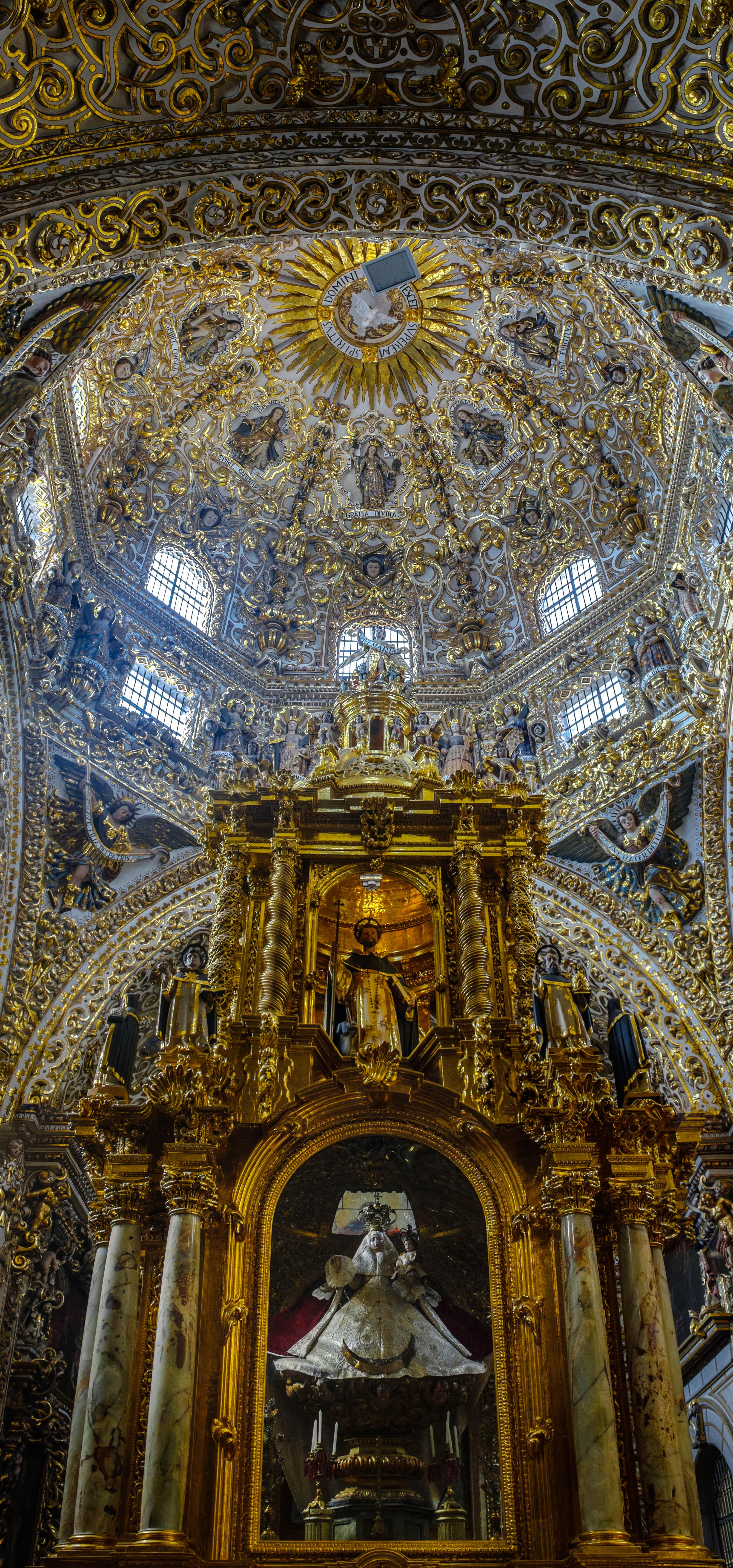 interior de la Capilla del Rosario