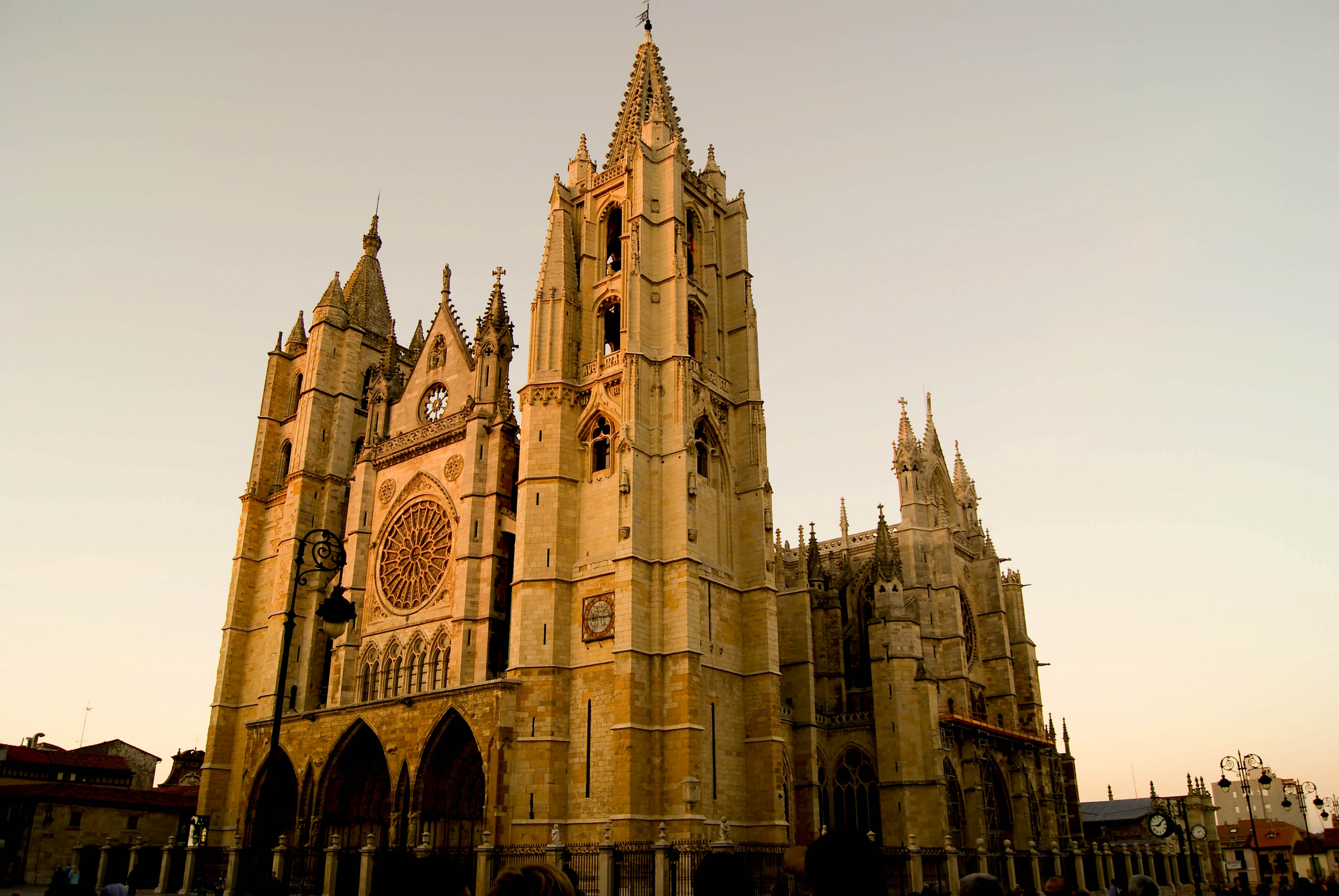 File:Catedral de leon.jpg - Wikimedia Commons