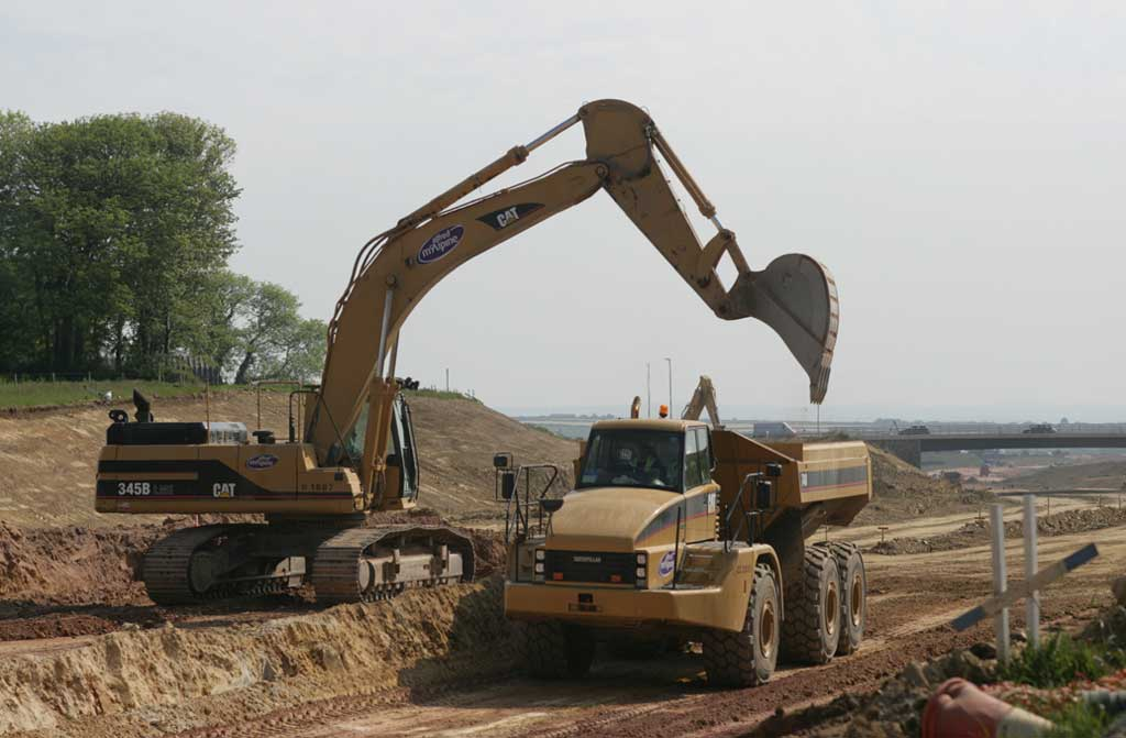 Caterpillar 345B excavator & 740 dumper, 29 January 2009.jpg